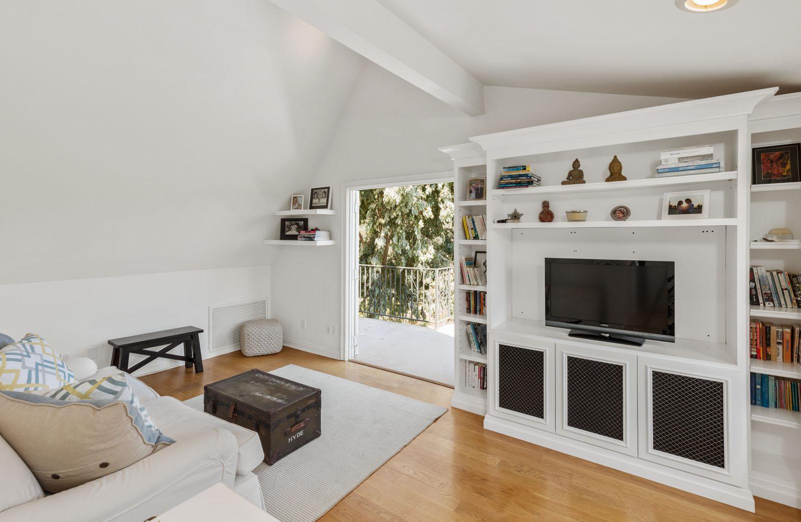 029 Loft 1712 Manzanita Park Avenue Malibu For Sale Lease The Malibu Life Team Luxury Real Estate.jpg