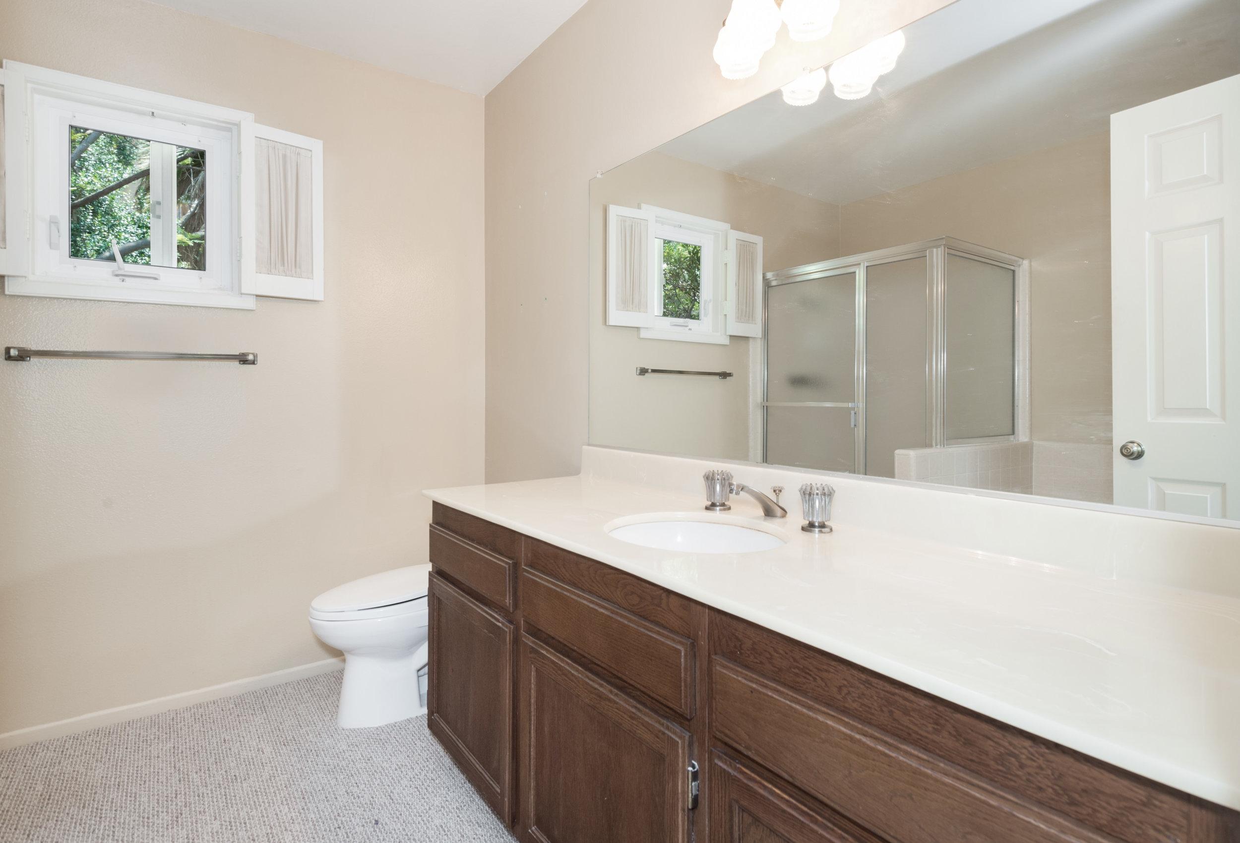 013 bathroom 8832 Moorcroft Avenue West Hills For Sale Lease The Malibu Life Team Luxury Real Estate.jpg