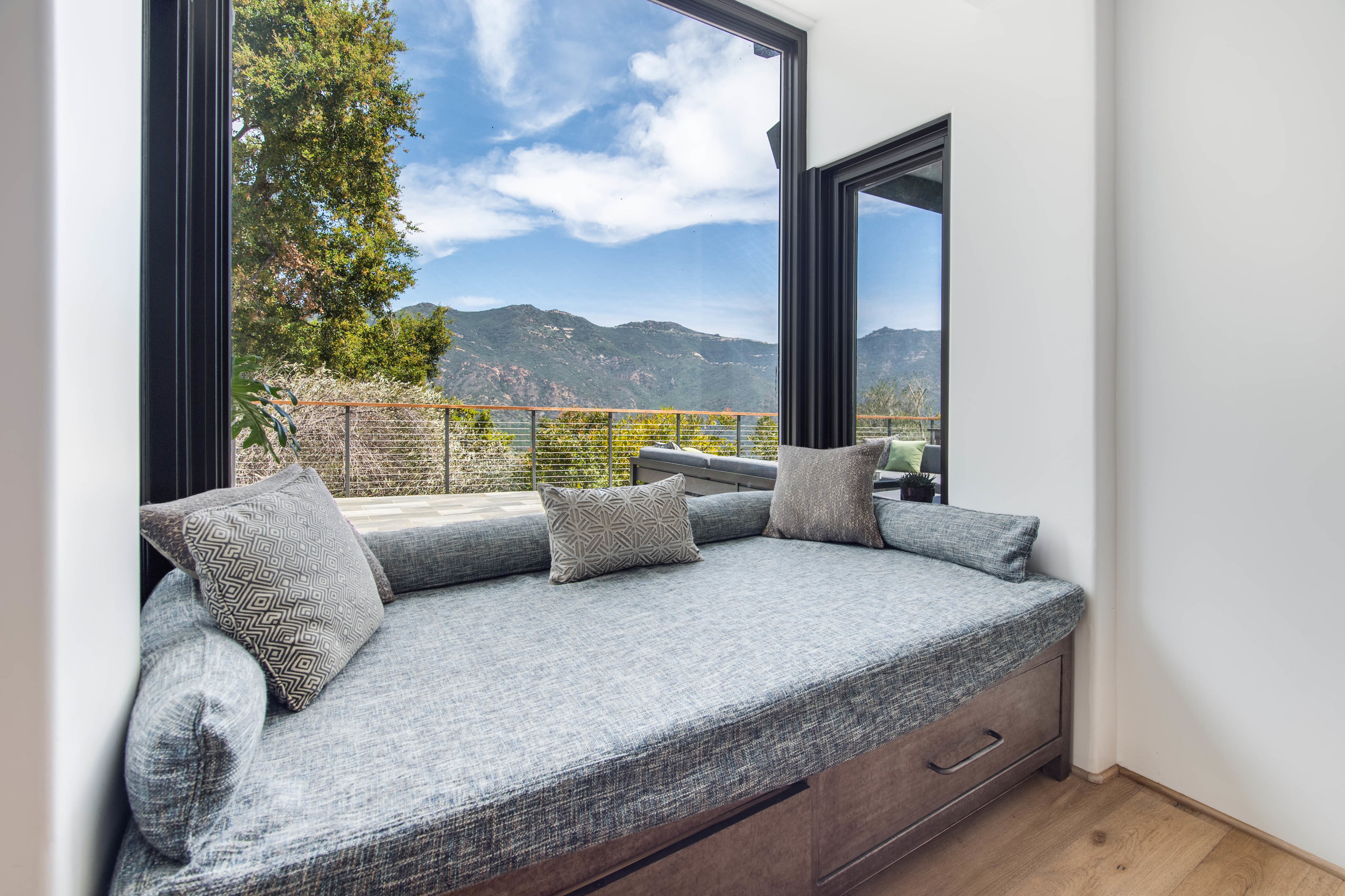 016 Living Room 26272 Cool Glen Way Malibu For Sale Luxury Real Estate.jpg