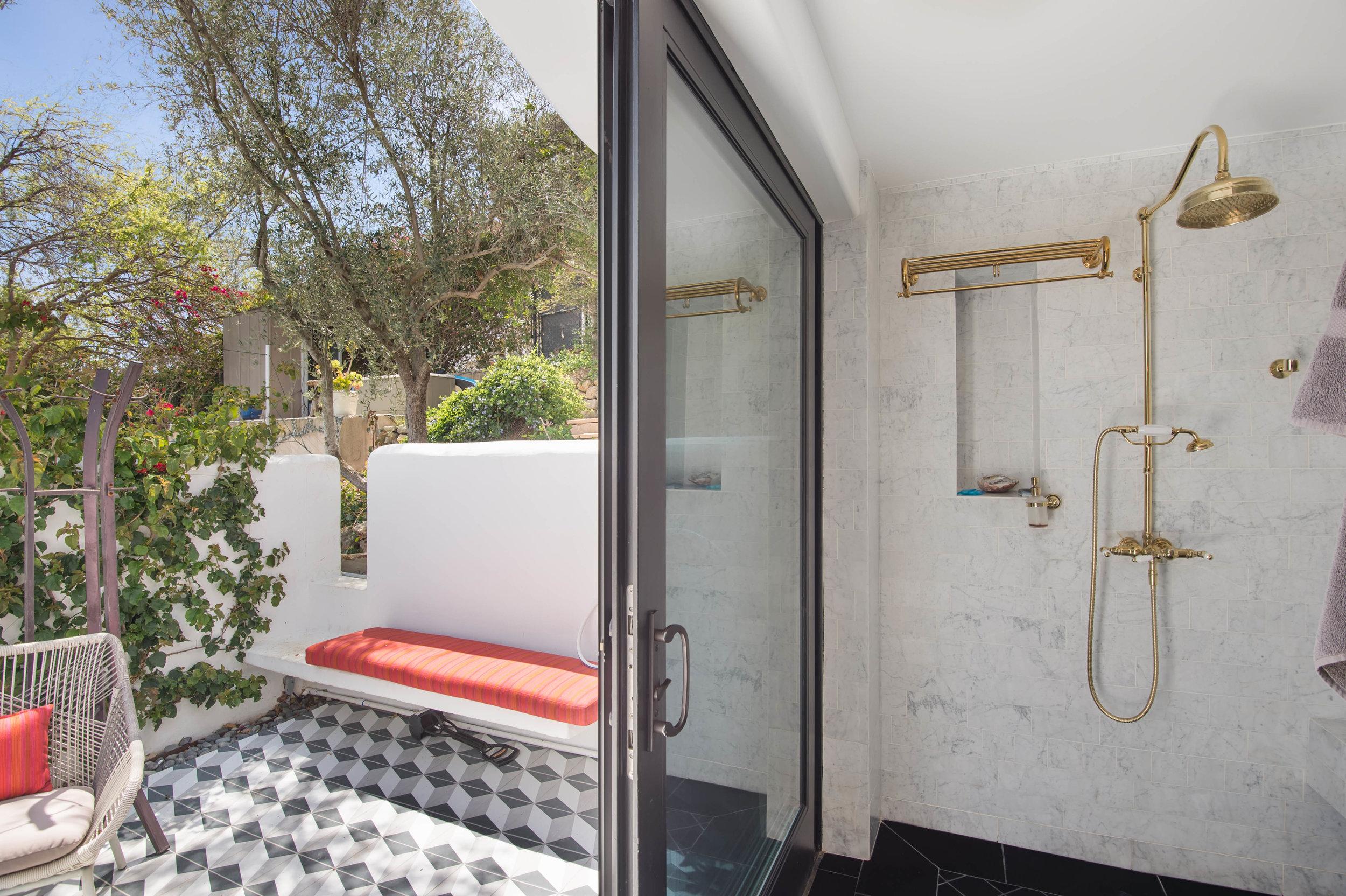 021 Bathroom 26272 Cool Glen Way Malibu For Sale Luxury Real Estate.jpg