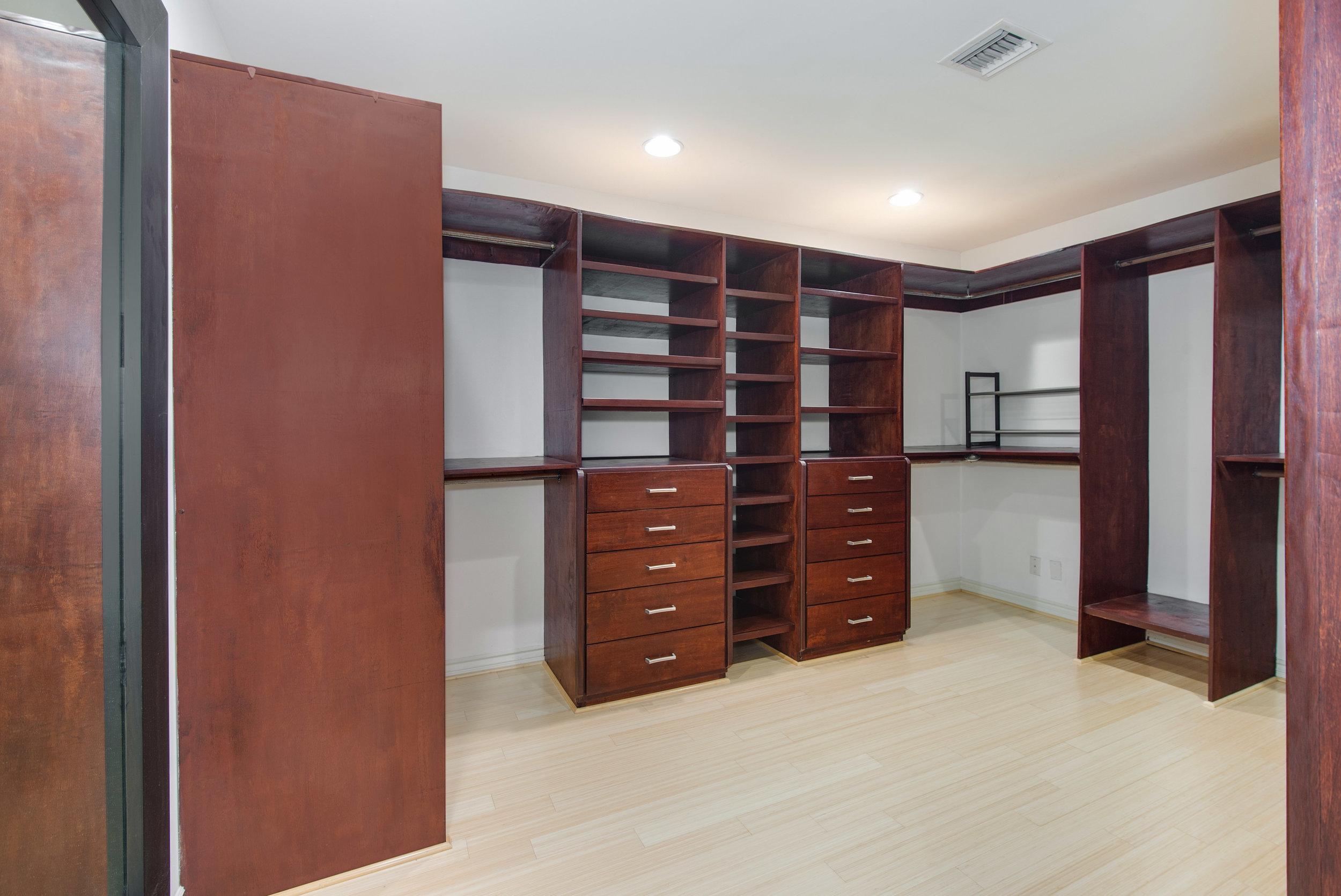 018 Master Closet 25342 Malibu Road For Sale Lease The Malibu Life Team Luxury Real Estate.jpg