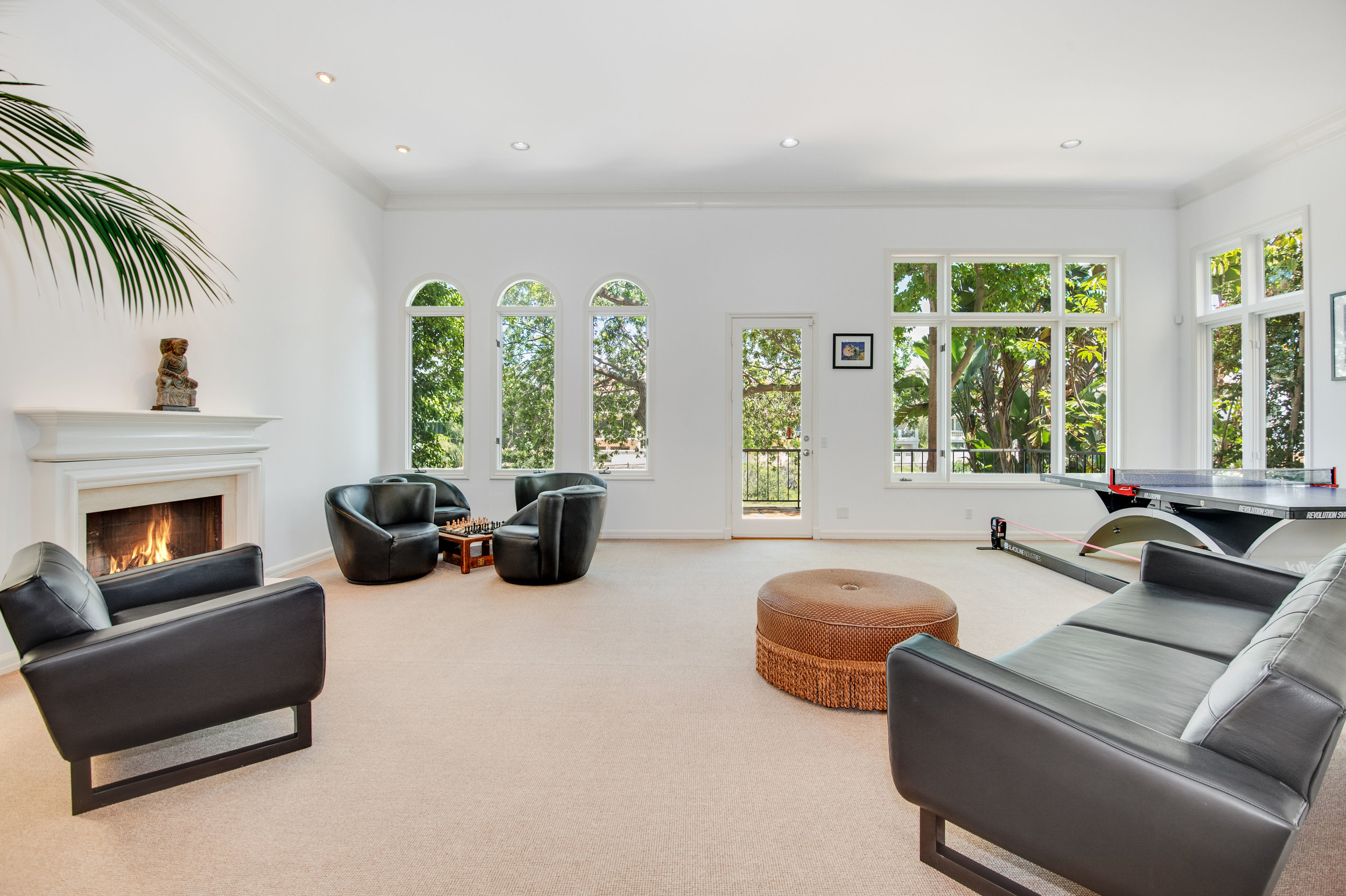 008 Living Room Malibu For Sale Lease The Malibu Life Team Luxury Real Estate.jpg