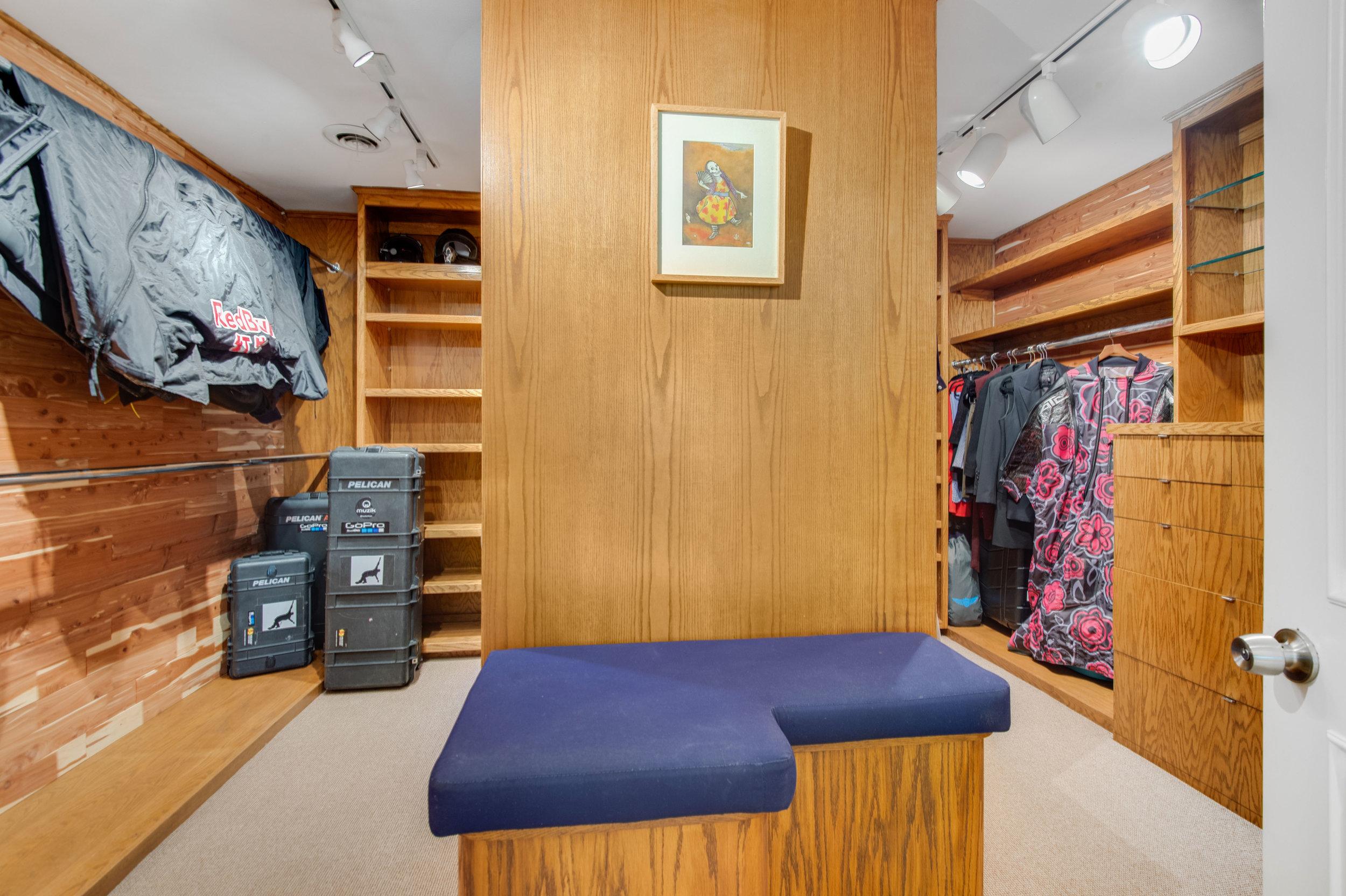 014 Master Closet Malibu For Sale Lease The Malibu Life Team Luxury Real Estate.jpg