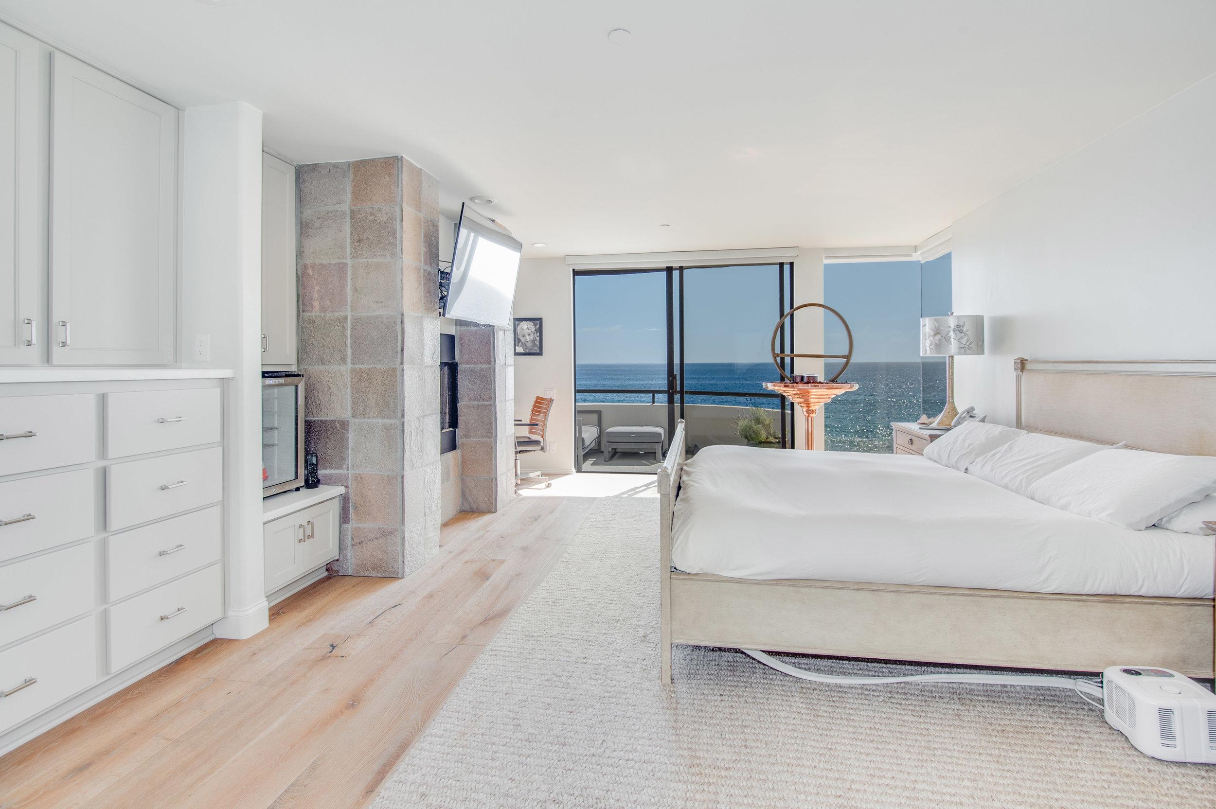 016 Master Bedroom 25252 Malibu Road For Sale Lease The Malibu Life Team Luxury Real Estate.jpg