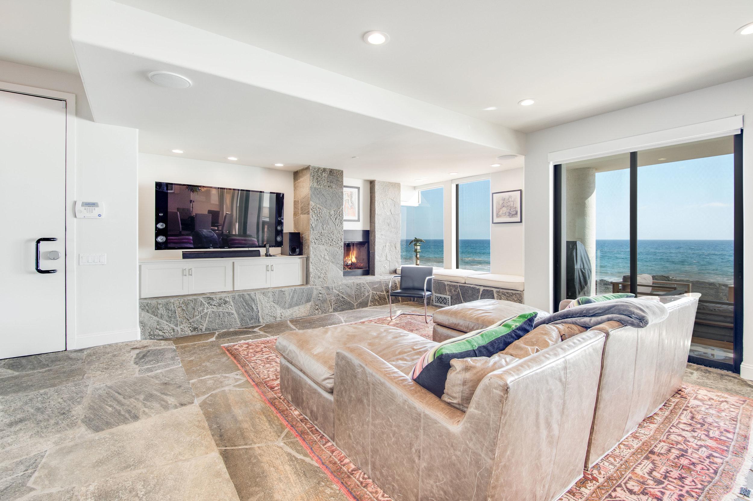 024 Living Room 25252 Malibu Road For Sale Lease The Malibu Life Team Luxury Real Estate.jpg