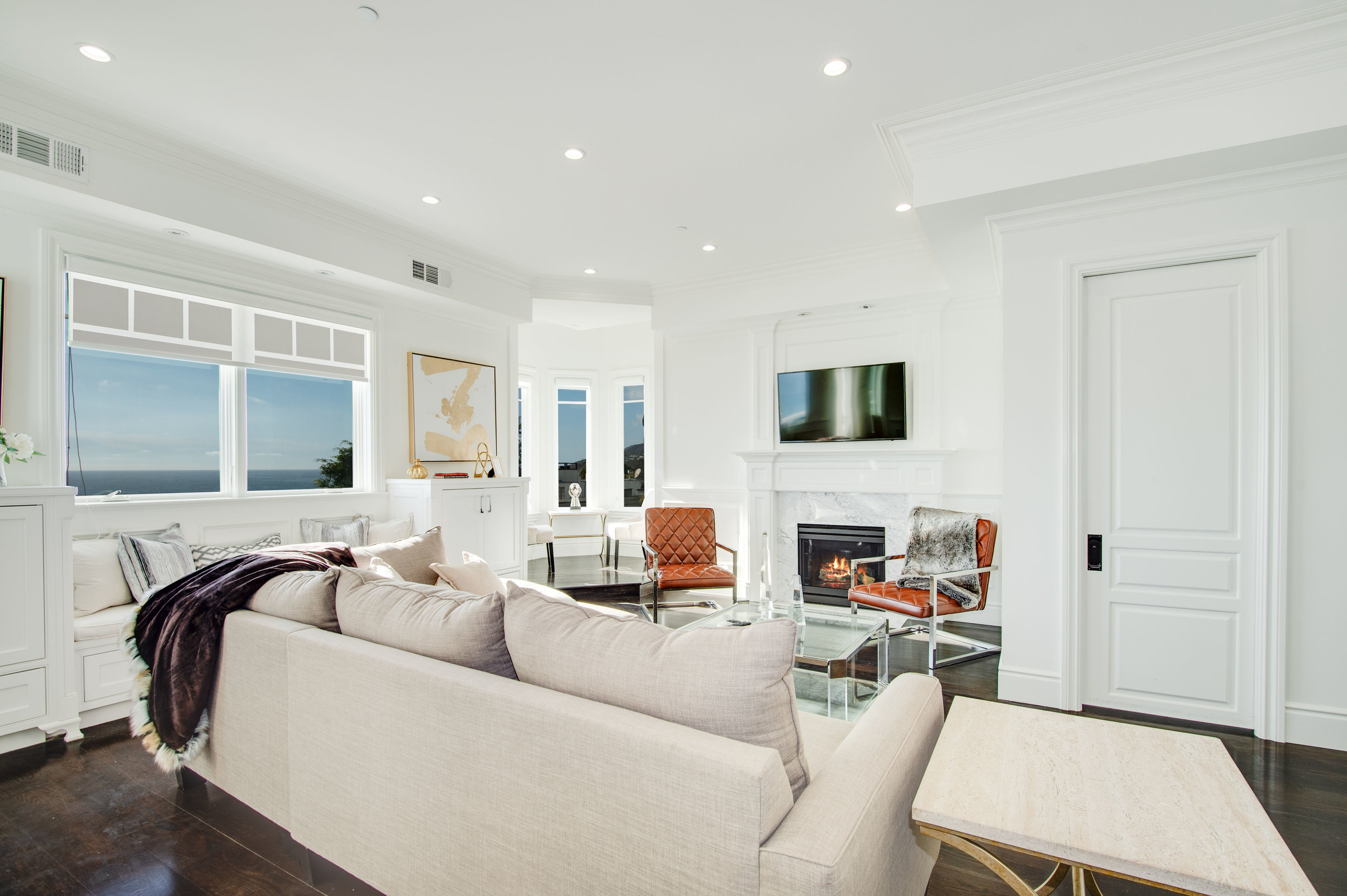 002 Living Room 17819 Castellammare Drive Pacific Palisades For Sale Lease The Malibu Life Team Compass Luxury Real Estate.jpg