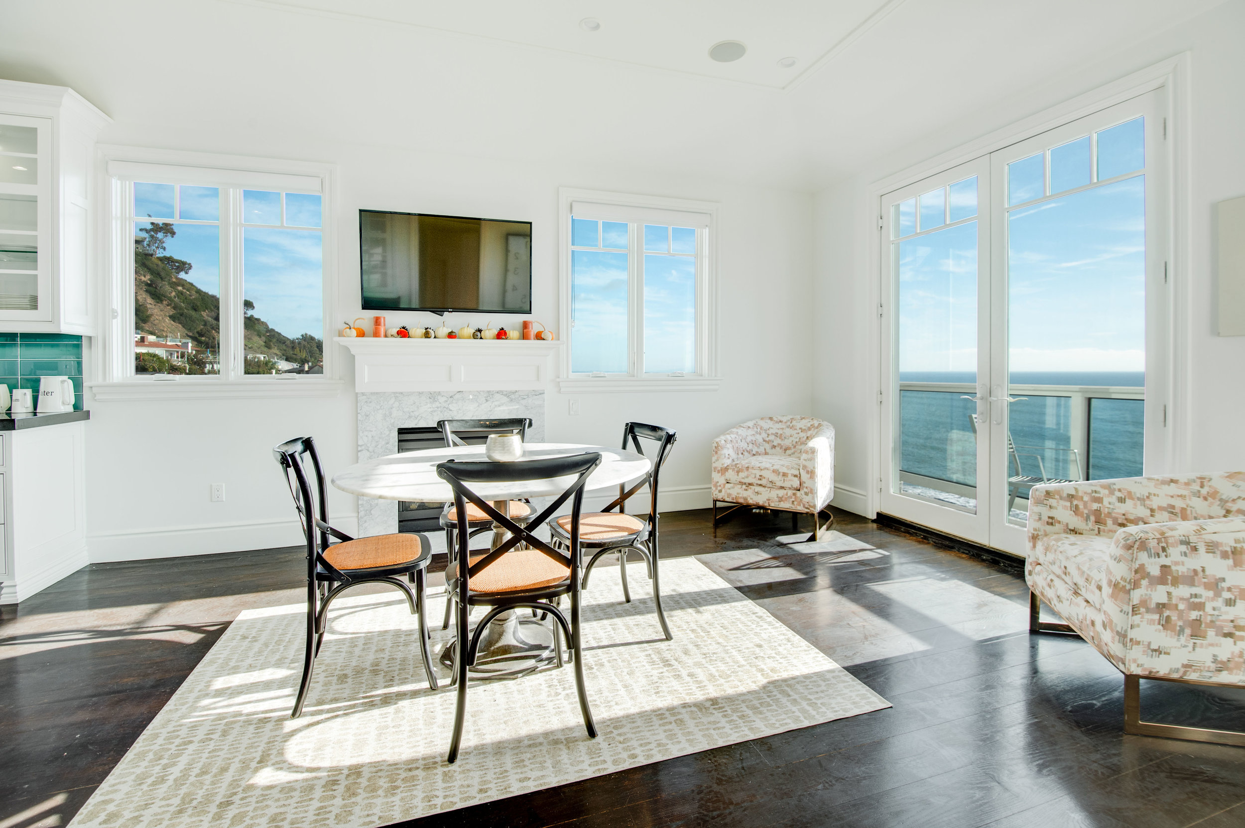 010 Dining Room Kitchen 17819 Castellammare Drive Pacific Palisades For Sale Lease The Malibu Life Team Compass Luxury Real Estate.jpg