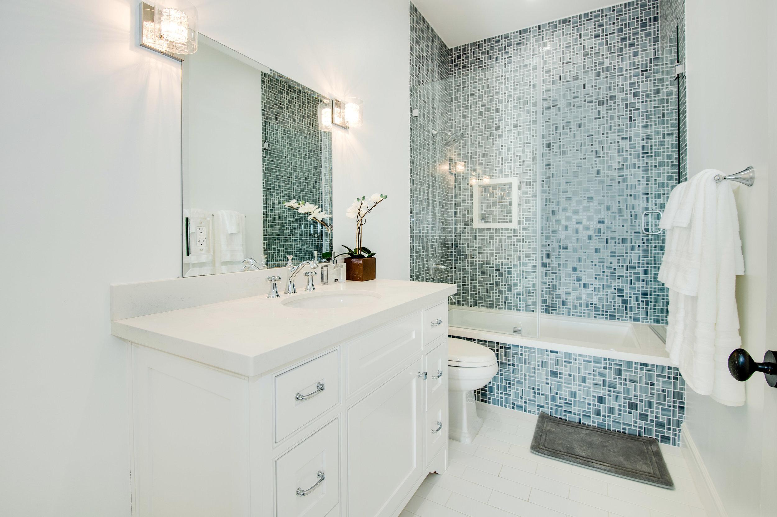 019 Bathroom 17819 Castellammare Drive Pacific Palisades For Sale Lease The Malibu Life Team Compass Luxury Real Estate.jpg