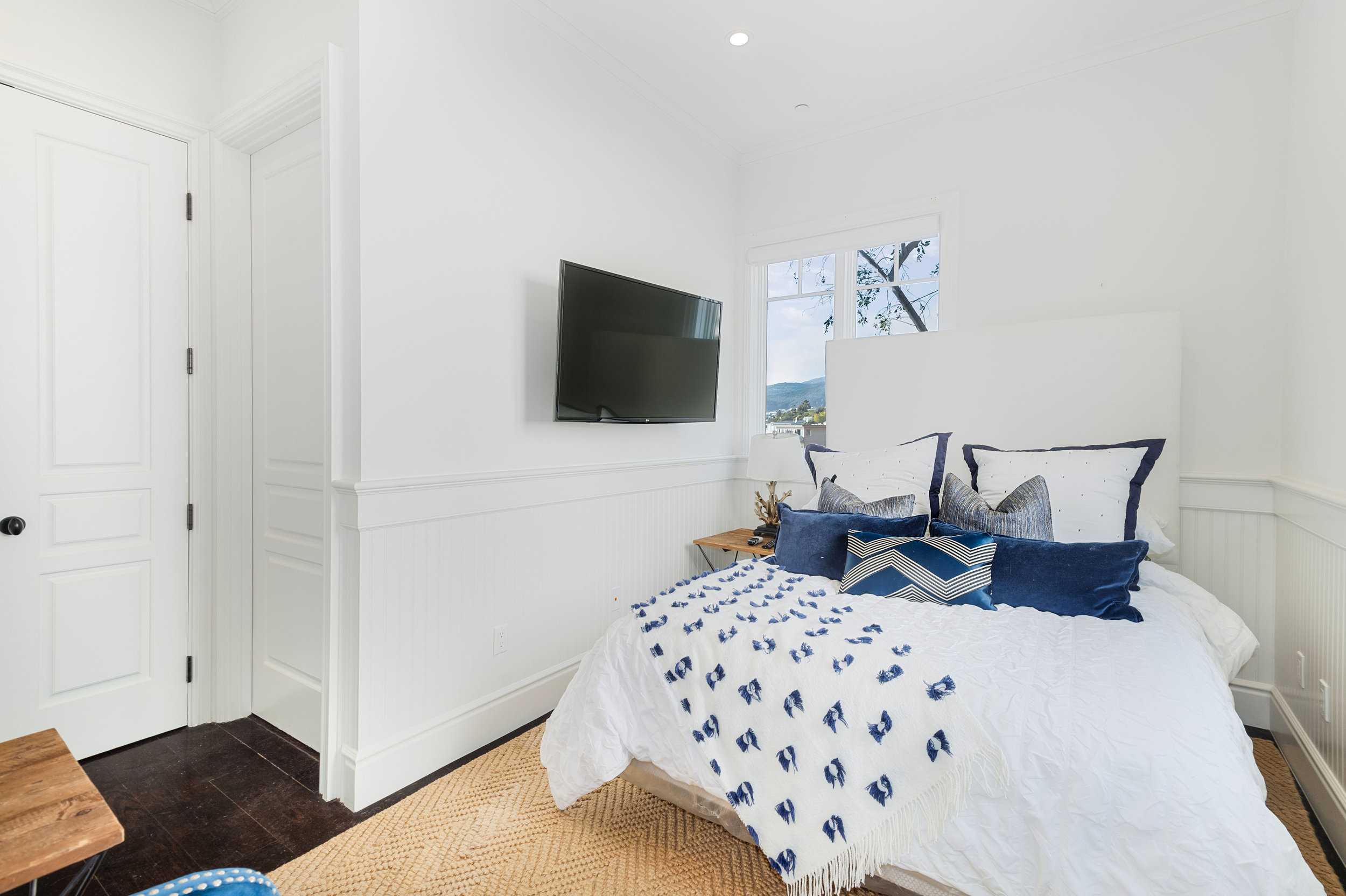 023 Bedroom 17819 Castellammare Drive Pacific Palisades For Sale Lease The Malibu Life Team Compass Luxury Real Estate.jpg