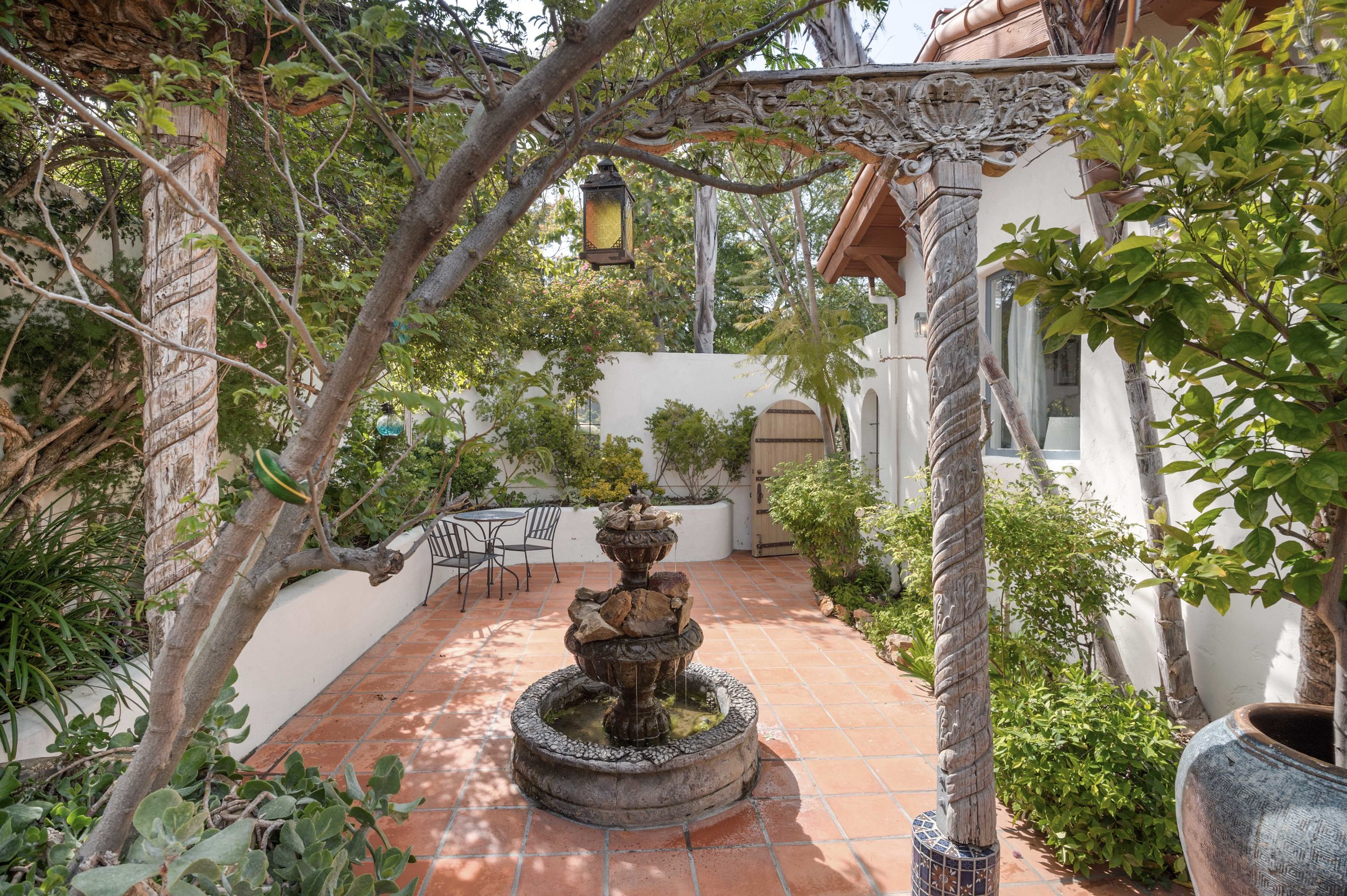 003 Courtyard fountain 20333 Reigate Road Topanga For Sale Lease The Malibu Life Team Luxury Real Estate.jpg