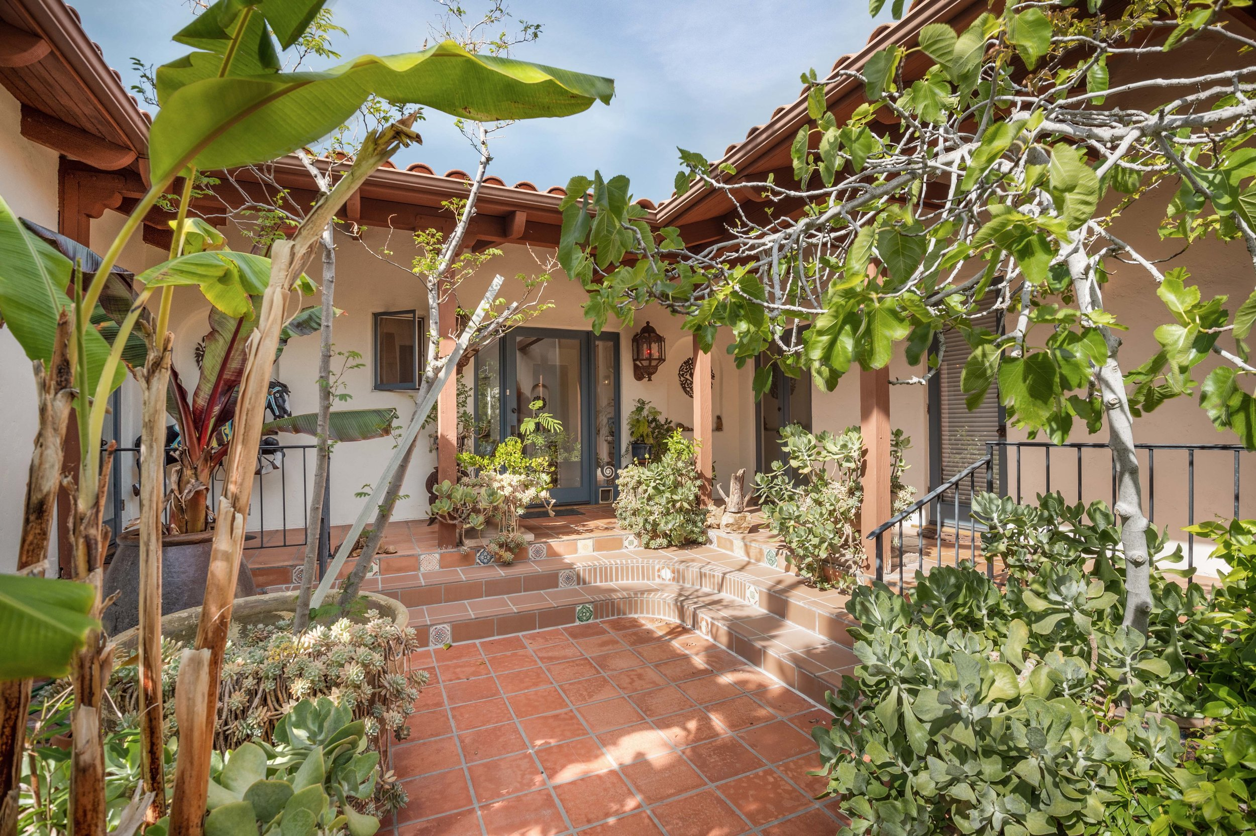 004 Courtyard 20333 Reigate Road Topanga For Sale Lease The Malibu Life Team Luxury Real Estate.jpg