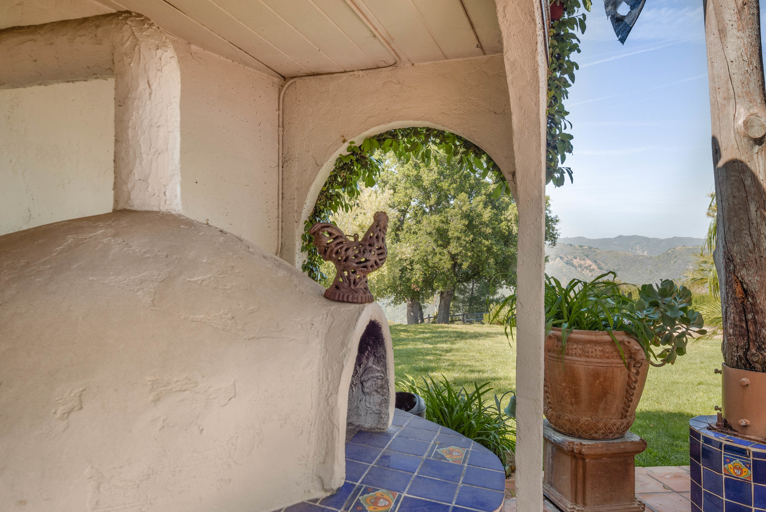 013 Patio 20333 Reigate Road Topanga For Sale Lease The Malibu Life Team Luxury Real Estate.jpg