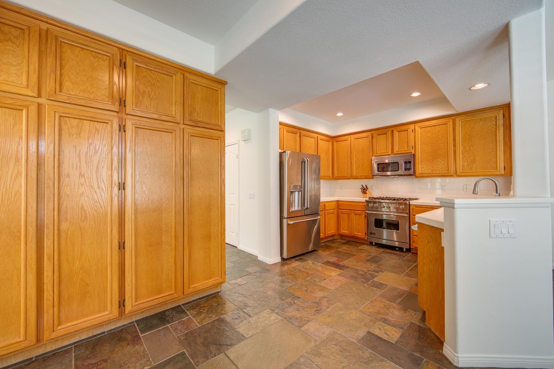 008 Kitchen 4931 Barbados Court Oak Park For Sale Lease The Malibu Life Team Luxury Real Estate.jpg