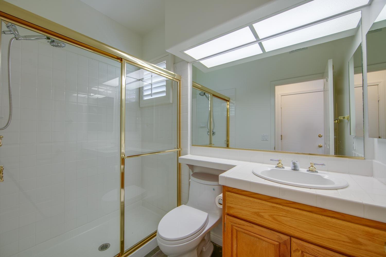 014 Bathroom 4931 Barbados Court Oak Park For Sale Lease The Malibu Life Team Luxury Real Estate.jpg