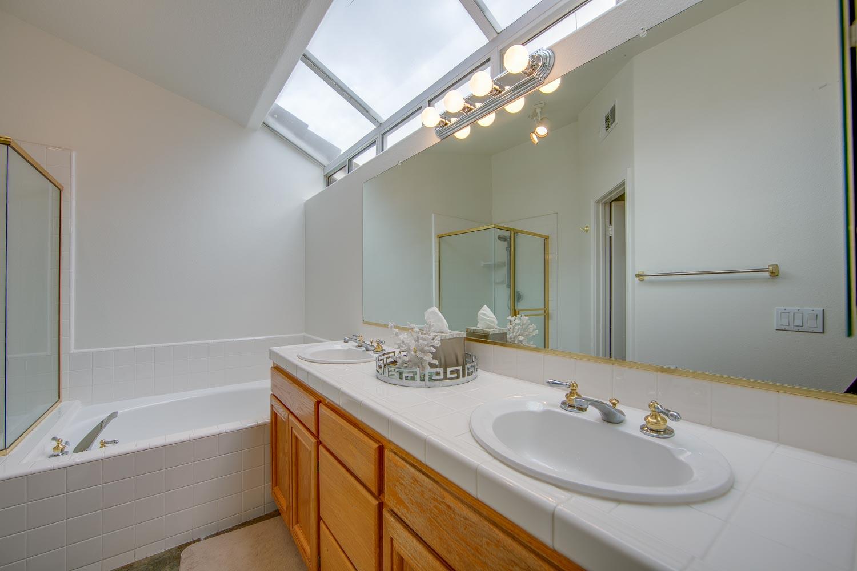 021 Master Bathroom 4931 Barbados Court Oak Park For Sale Lease The Malibu Life Team Luxury Real Estate.jpg