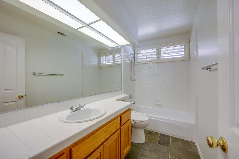 022 Master Bathroom 4931 Barbados Court Oak Park For Sale Lease The Malibu Life Team Luxury Real Estate.jpg