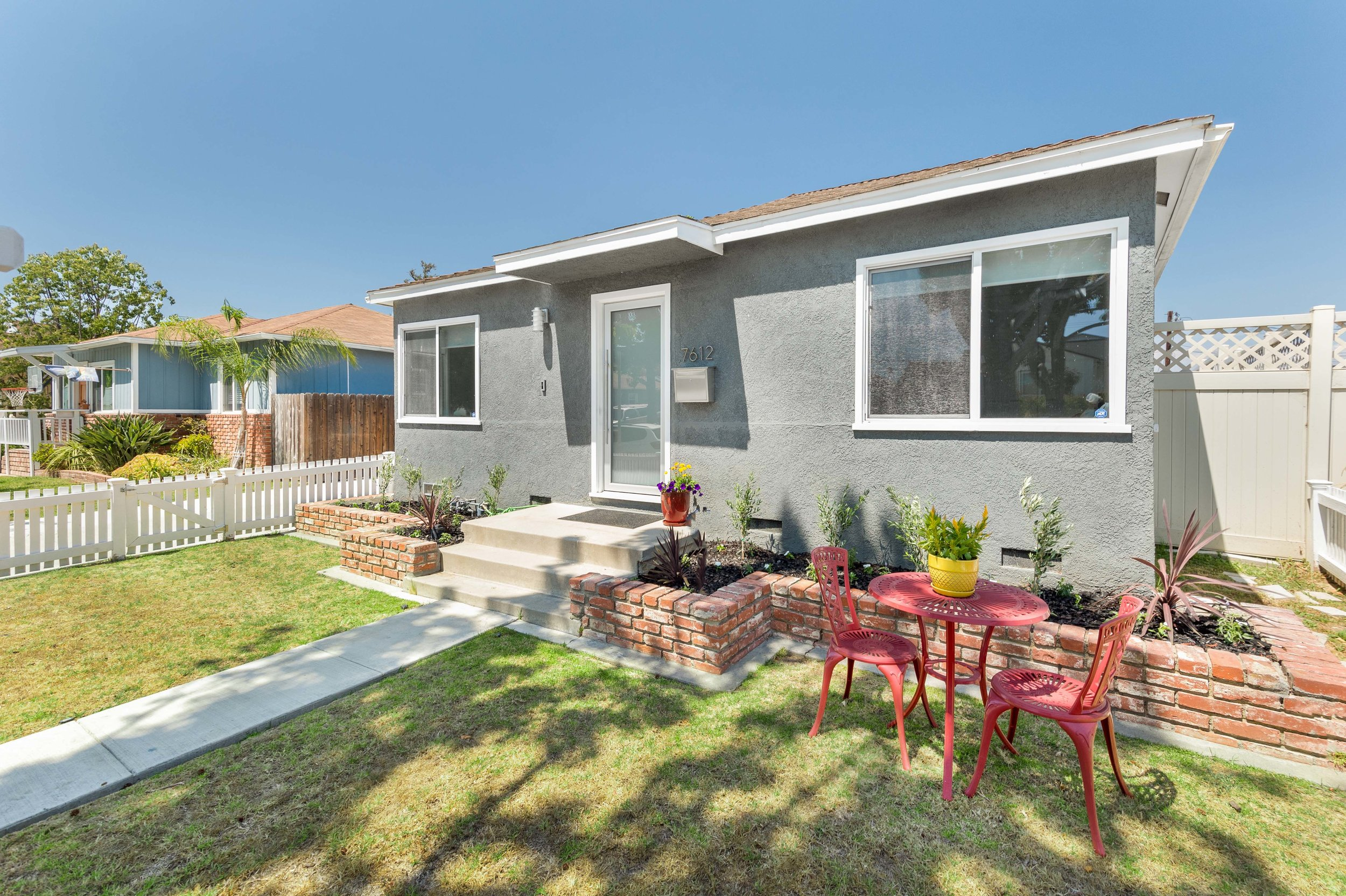 $950,000 | 7612 Midfield Ave, Westchester