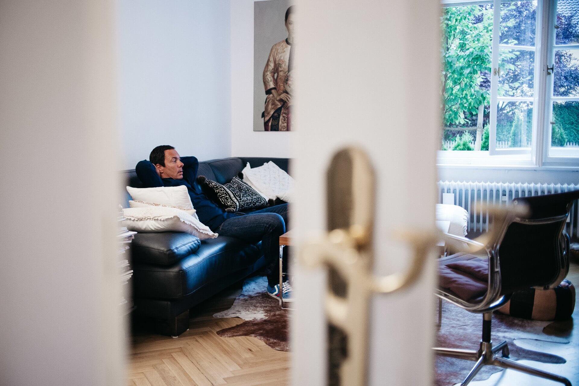 Monsieur-Mueller-fotografiert-Portrait-Homesession-DJ-Anusch-Hochzeitsfotografie-Hochzeit-9.jpg