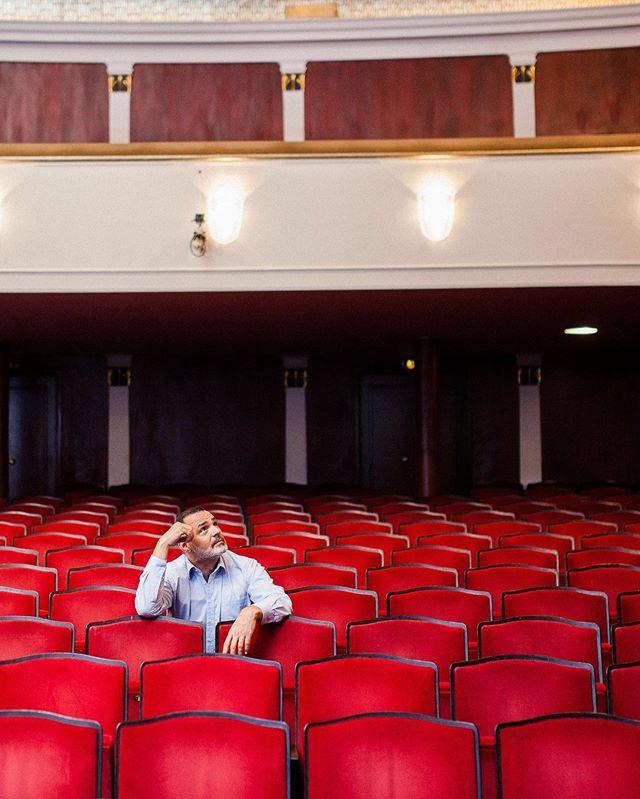 Bei meinem Spaziergang mit @giovanni_arvaneh haben wir uns über seine Rolle am Theater und das erlernen der türkischen Sprache unterhalten. Es war für mich schwer vorstellbar, dass ein deutscher Schauspieler, extra für Rollen im türkischen Fernsehen gecastet wird. Umso mehr Respekt, dass das zu diversen Rollen geführt hat. Eine weitere Session mit ihm wäre super. Dann würde ich versuchen in Erfahrung zu bringen, wie schwer es ist, sich extra einige Pfunde für eine Rolle anzufressen und diese danach wieder los zu werden.⠀ .⠀ .⠀ .⠀ .⠀ #schauspieler #schauspielerleben #schauspielerin #schauspielerportrait #schauspielerfotos #schauspielergesucht #schauspielerei #schauspielern #schauspielerfotografie #schauspielerportraits #schauspielerwerden  #schauspielerfotograf #schauspielerberlin #schauspielershooting #schauspielerfoto #deutscheschauspieler #schauspielermünchen #münchen #oida