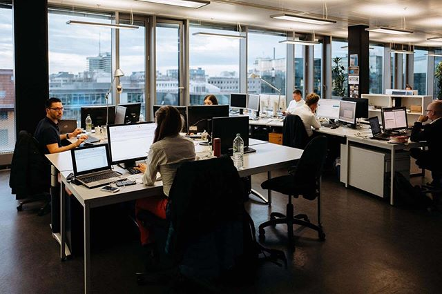 @andreduhme und ich folgten dem Ruf der Matrix AG. Im Büro am Münchner #Stiglmeierplatz galt es, die Teammitglieder zu portraitieren und ein paar Reportagefotos zu schießen. Ich sag es immer wieder: Businessfotos müssen nicht perfekt gestaged sein. Hier ein paar Eindrücke der Officeräume. Morgen gibt es dann noch ein paar Eindrücke vom Tag!⠀ .⠀ .⠀ .⠀ #089 #München #Oida #business  #businesstip #businessmind #businessmarketing #businessquotes #businessmentor #businesspassion #businessmotivation #businessowner #businessman #businesstips #businessmen #businessideas #businessstrategy #businessconsultant #ecommercebusiness #businesscards  #businessmindset #businessgoals #businessplan #businesswomen #businessclass #businesscoach #businessadvice #businesscoaching #businesslife