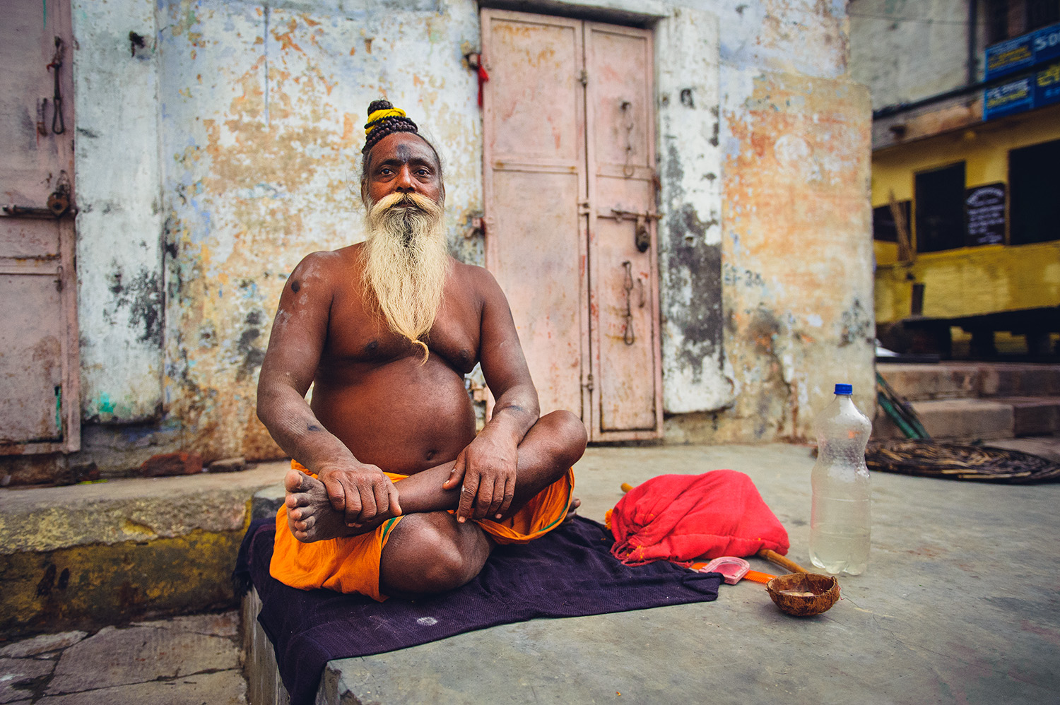 travel-photography-asia-india-varanasi-holy-man.jpg