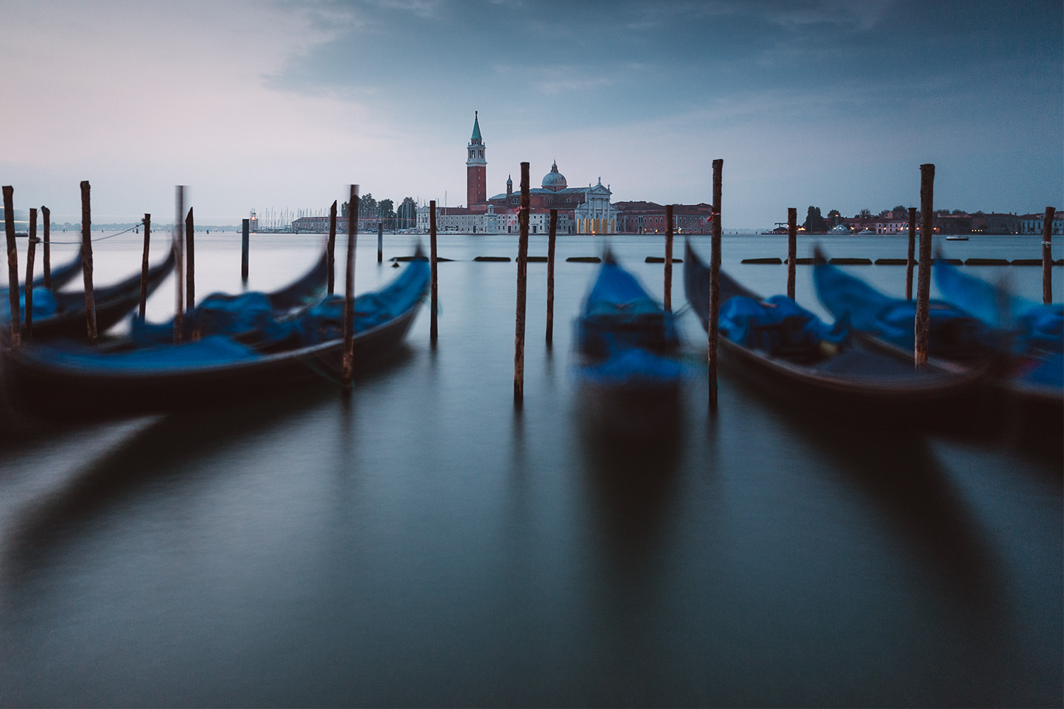 travel-photography-venice-canal-gondolas.jpg