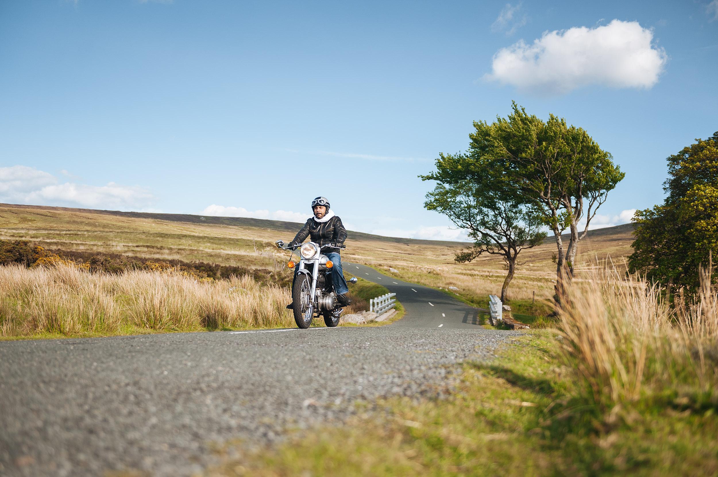 08-outdoor-classic-motorbike-royal-enfield-ireland-wicklow.jpg