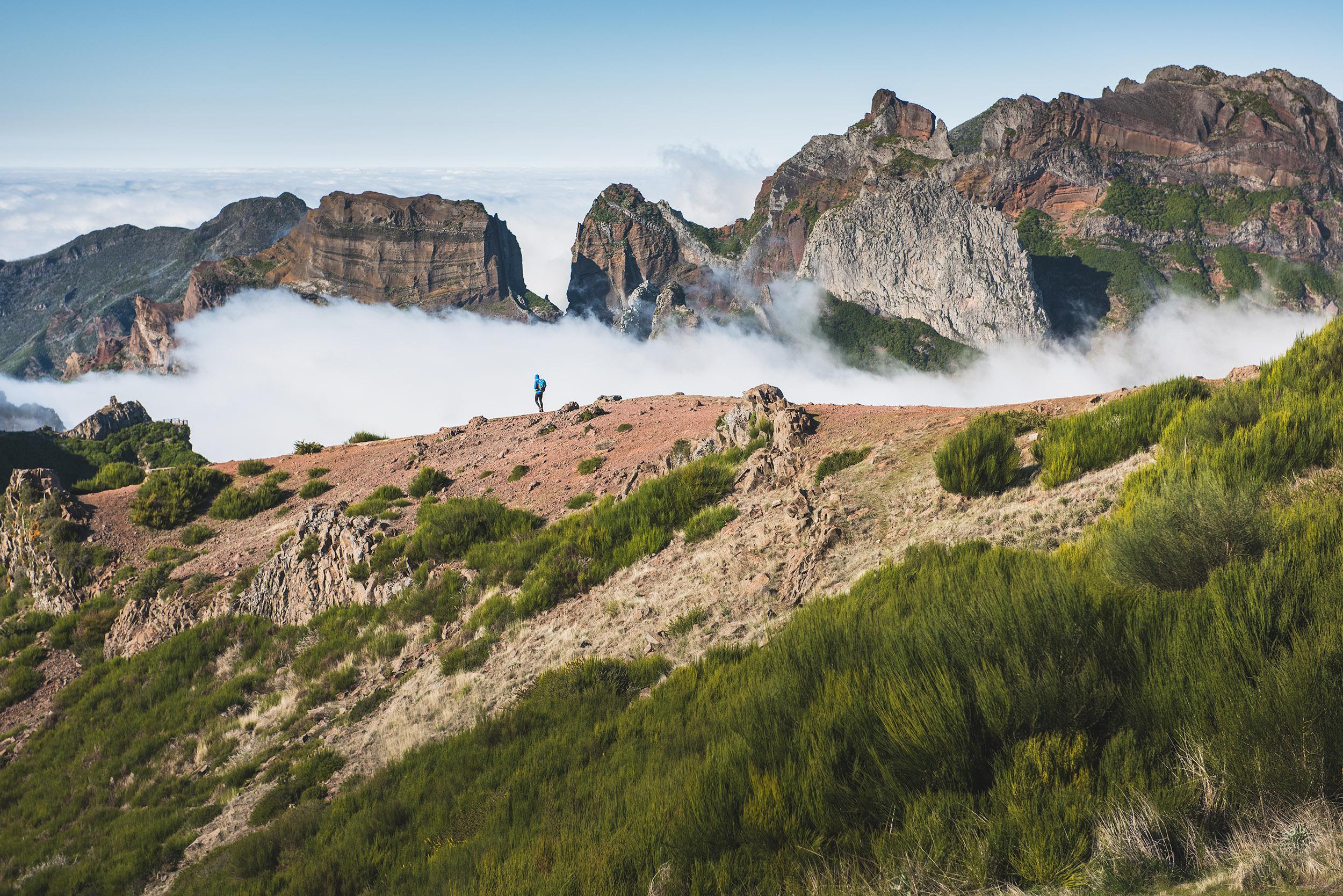 19-outdoor-adventure-mountains-hiking-madeira-island-clouds.jpg