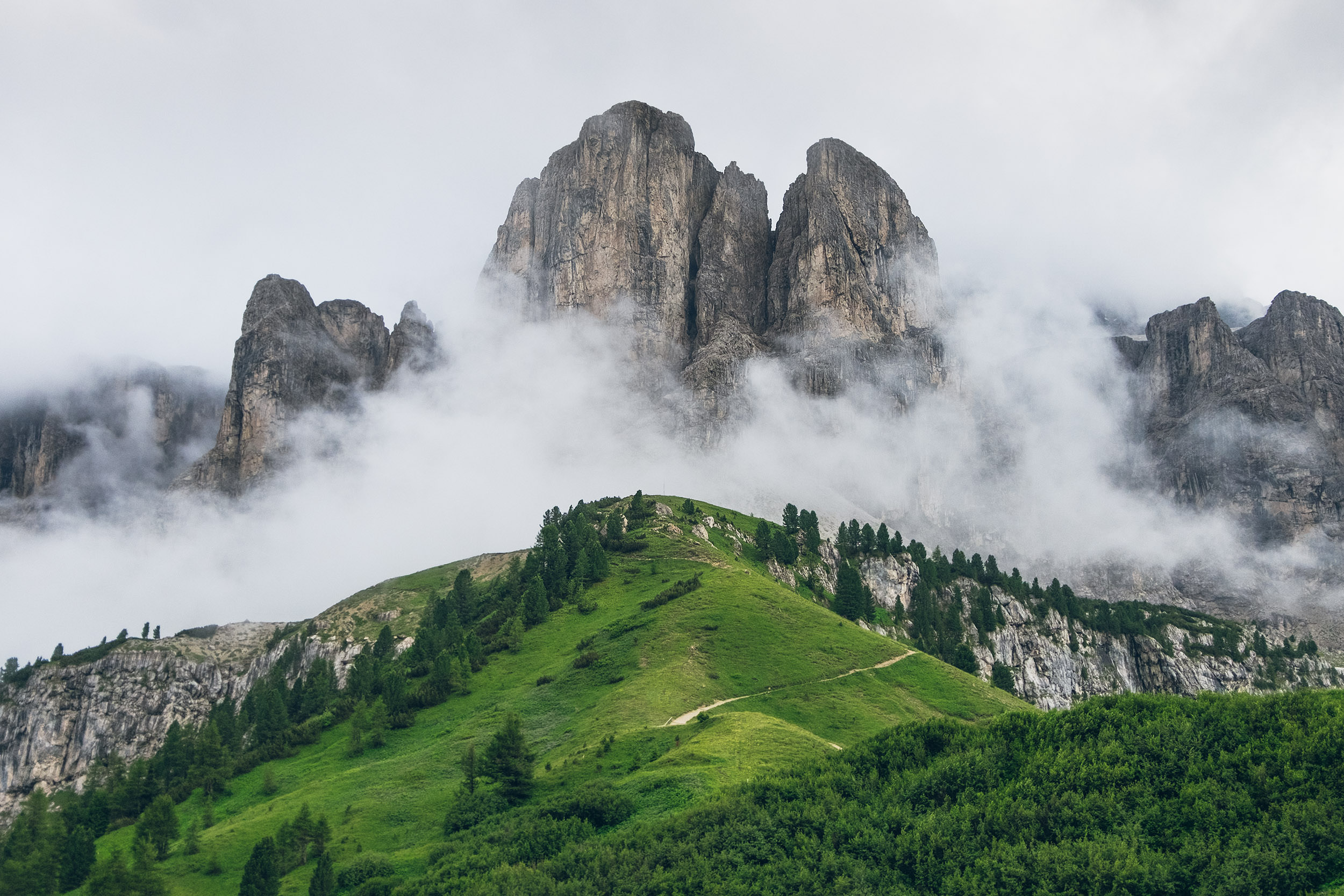 17-outdoor-adventure-mountains-italy-dolomites.jpg