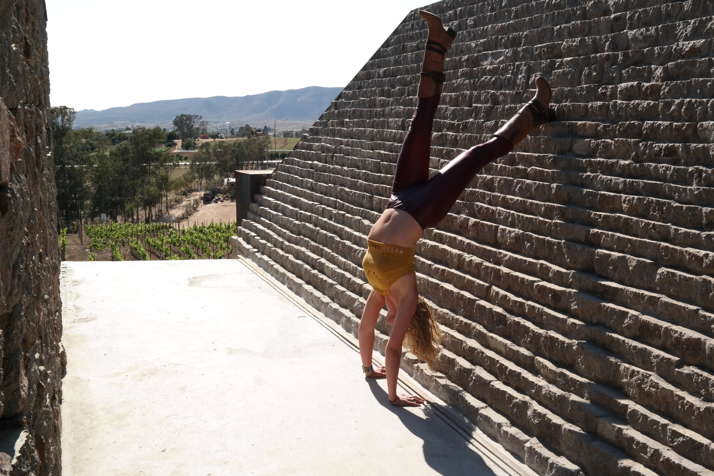 Playing on the pyramids of Clos de Tres Cantos, the wine did not help with alignment