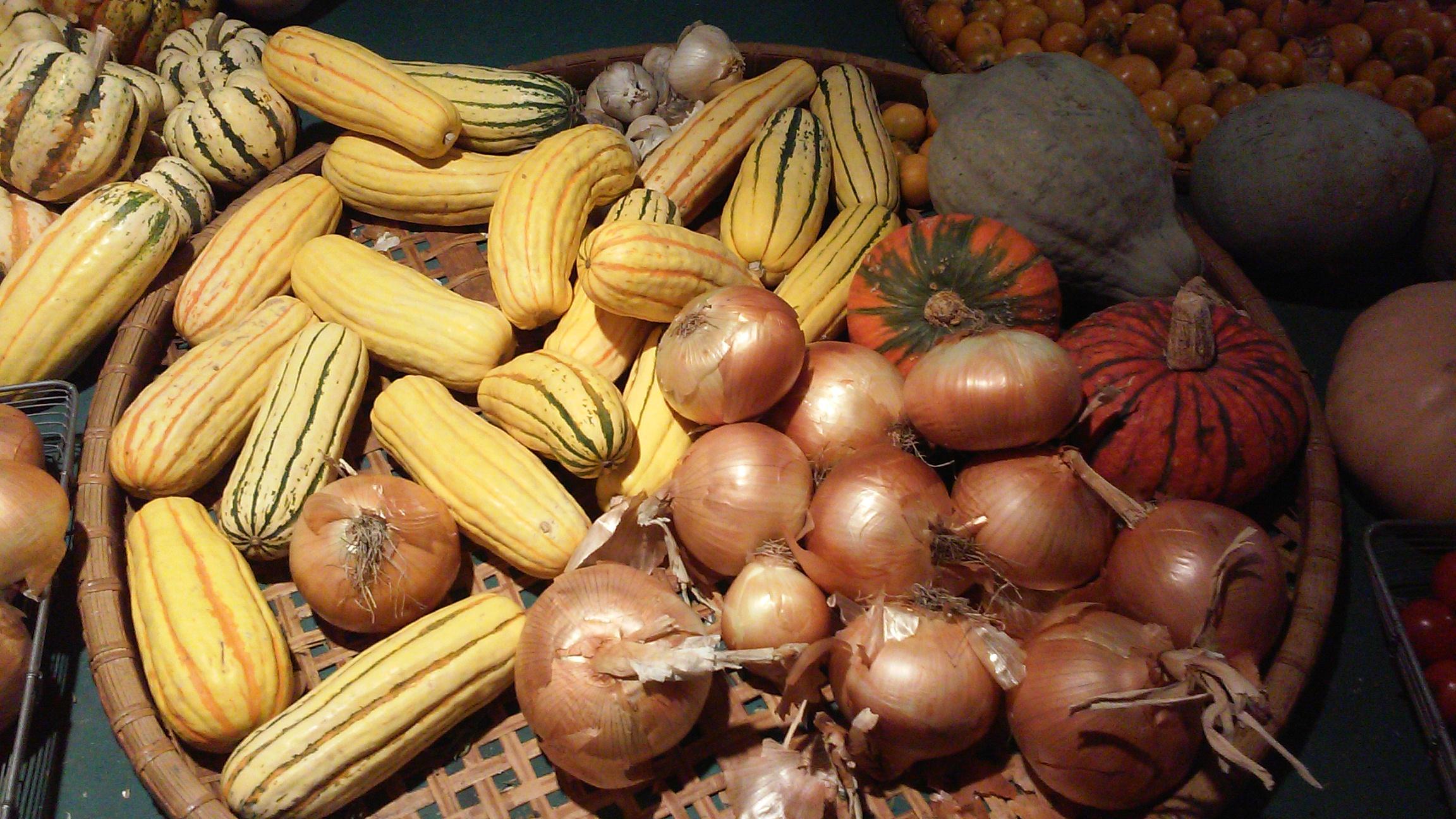 produce onions delacottas.jpg