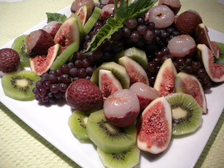 platter fig lychee kiwi micro grapes.jpg