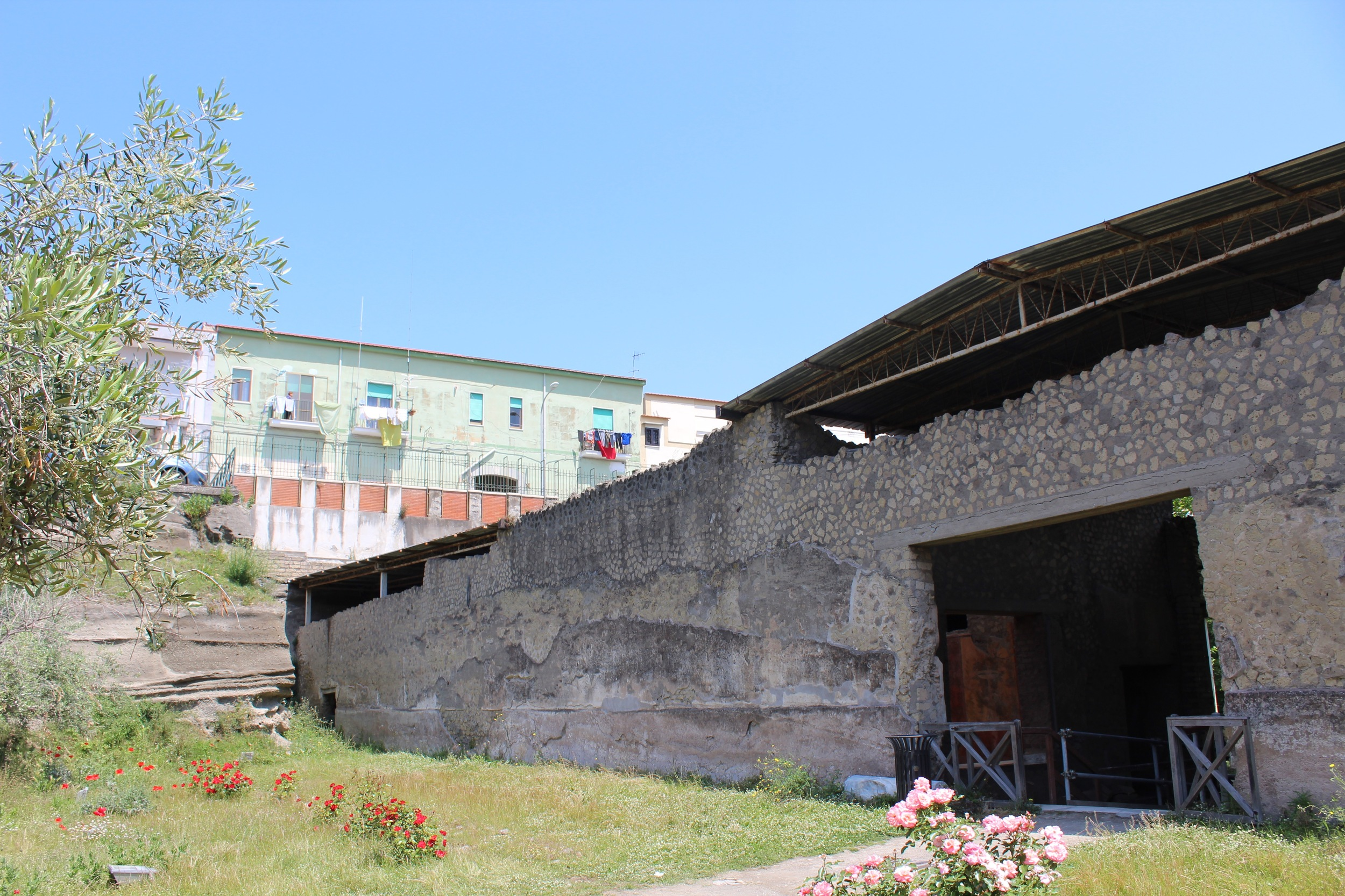 The modern city of Torre Annunziata surrounds the ruins of Villa Oplontis.