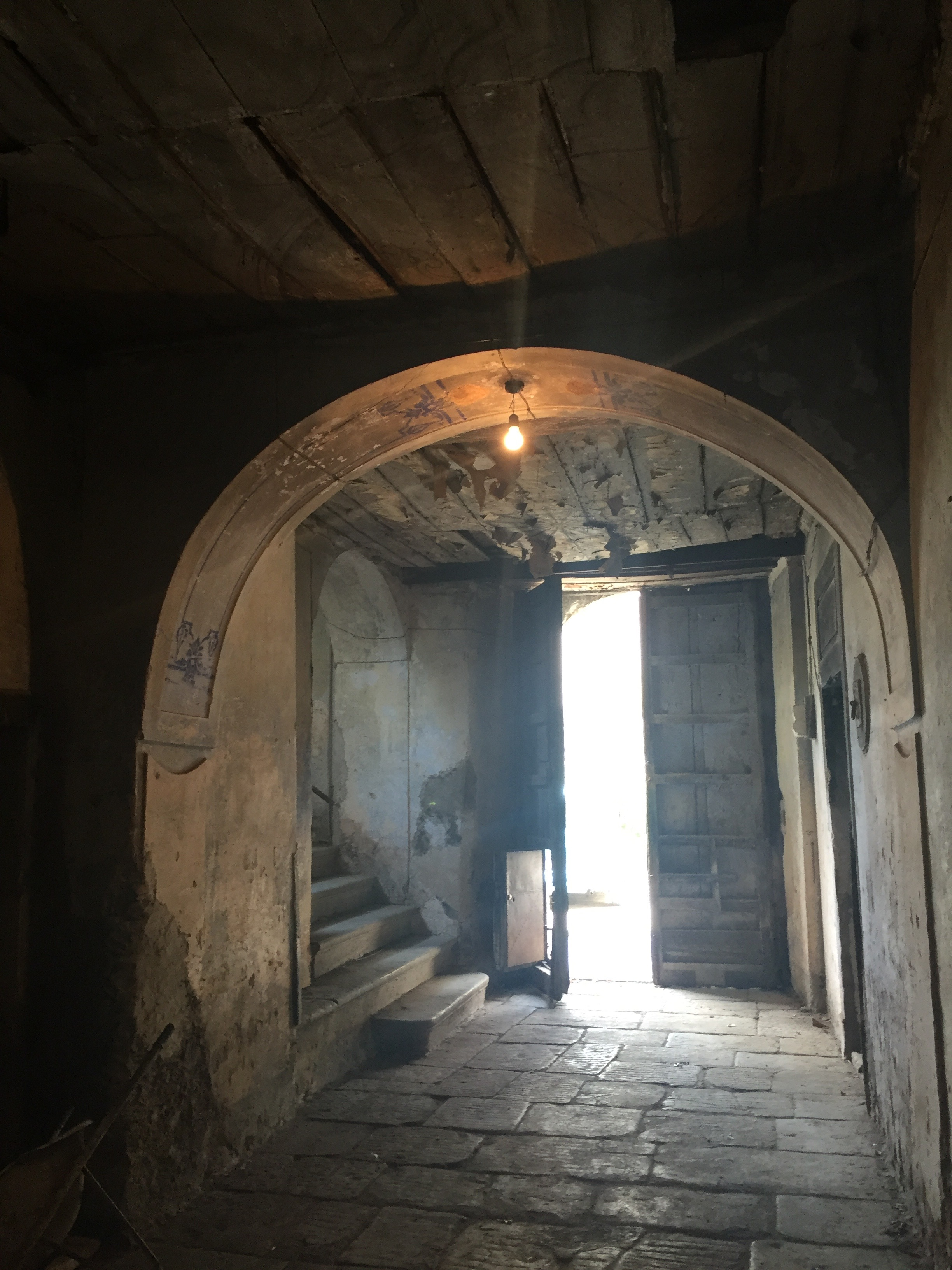 Inside the entrance of the abandoned Palazzo Bellelli, Capaccio.