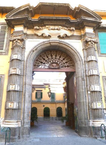 Palazzo de Gas, Naples