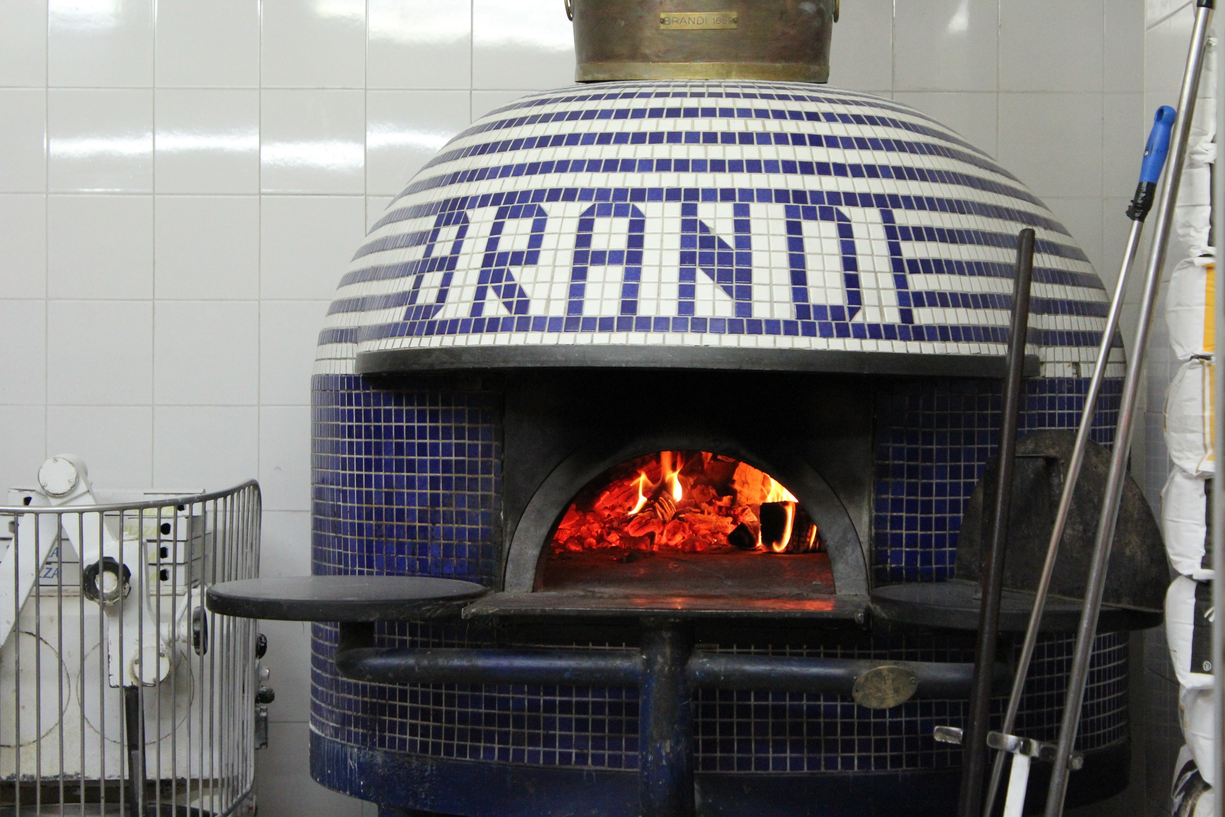 The wood fired oven at Antica Pizzeria Brandi where pizza margherita was invented