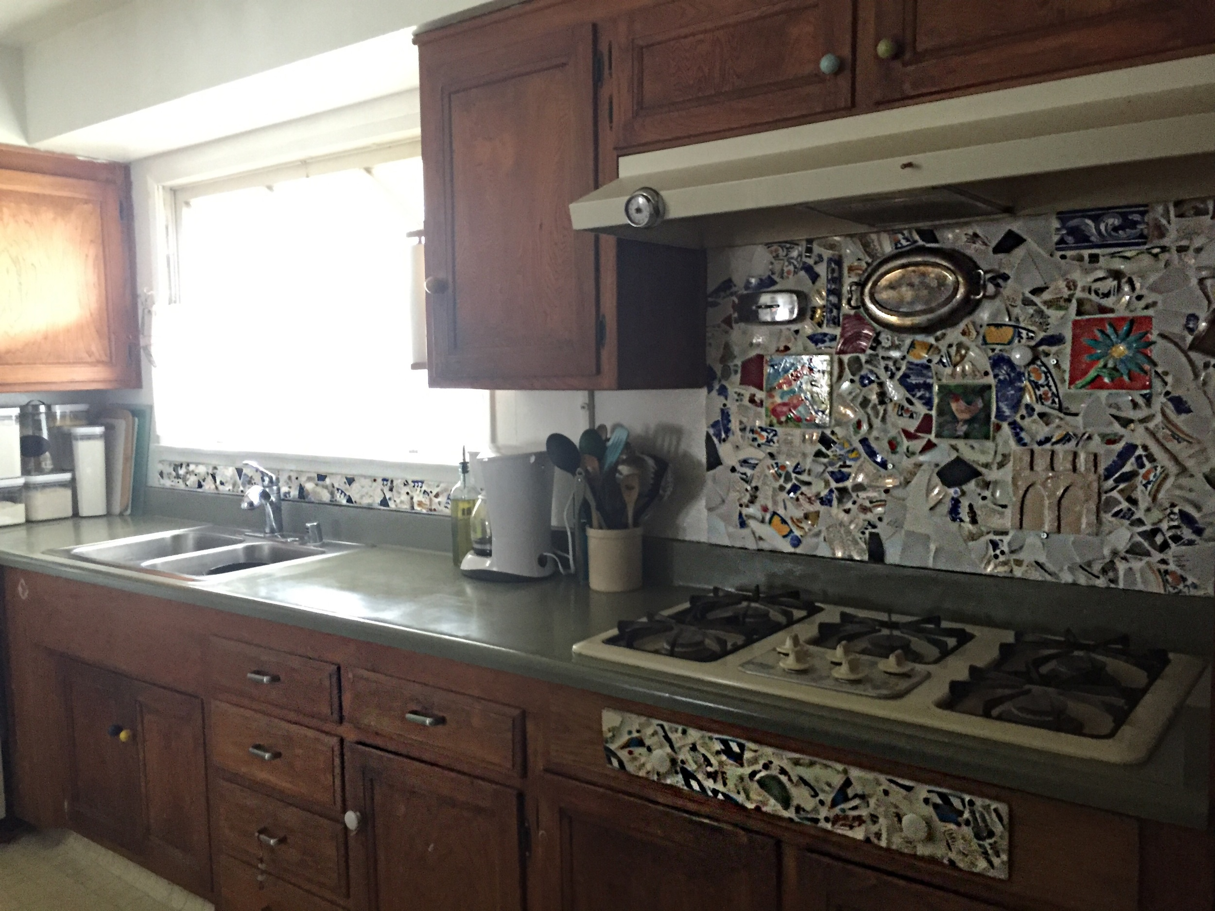 Anyone can make a backsplash from old ceramics or dishes see how  here .