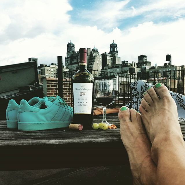 New York City Rooftop. Take time to smell the rooftops.  #wine #nyc #healthyfood #healthy #rooftop #creativity #fitness #running #tiffanyblue #skyline #elvisrestaino #elvisr #elvisrestaino@twitter.com