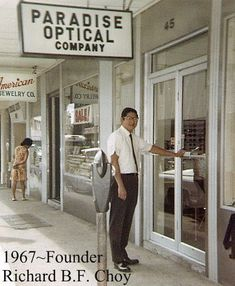 oahu_hawaii_paradise_optical_oakley_eyewear_richard_choy _vision_tricare_military_discounts