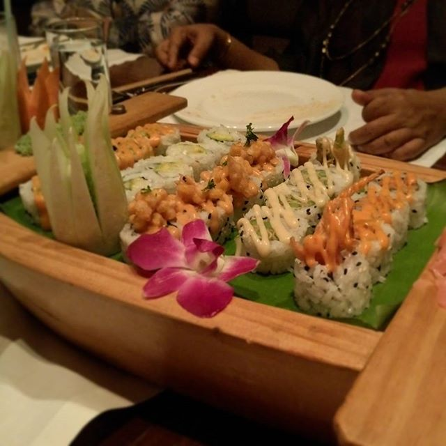 Beautiful Rolls of Sushi at Umame.  It's always fabulous to be able to have well made sushi and while I've never had authentic veg shushi (is that even a thing?), I was glad to have some of these beautifully wrapped ones last night.  #sushi #vegetarian #food #churchgate #asianfood #yum