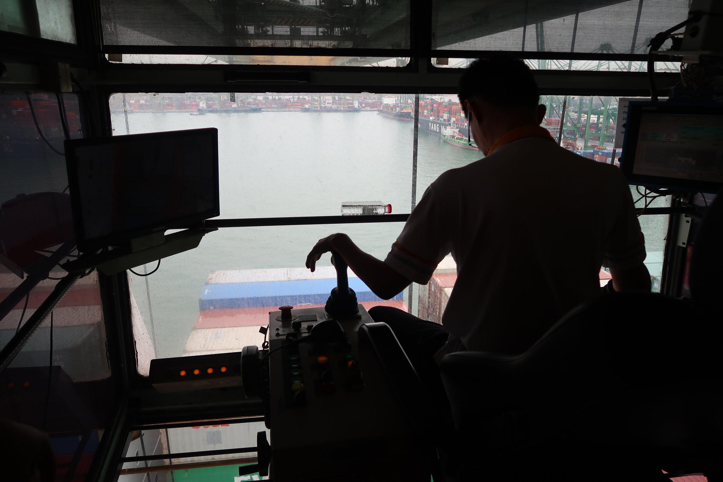 1.Manual Quay Crane.JPG