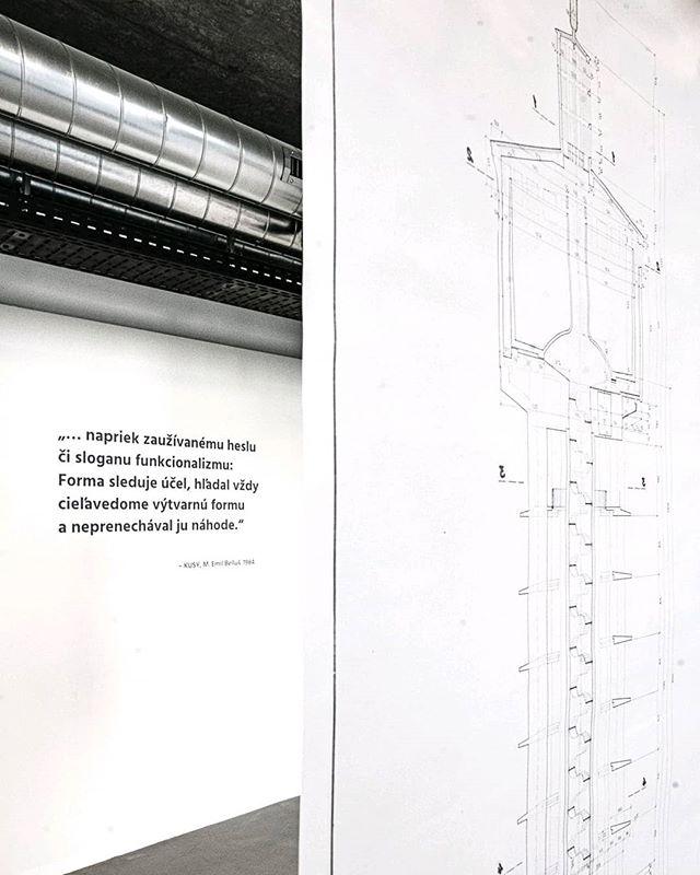 Trnava si váži obdivuhodnú prácu Emila Belluša. 👌 Aspoň tak to včera vyzeralo na vernisáži výstavy o jeho dielach, ktorú pripravil @maly.berlin na @nadvorie⠀ Bellušove stavby - Vodojem a NUPOD sú potešením aj pre oko foťáku. Preto mu aj ja venujem zopár ďalších foto.  Viac o aktuálnej výstave Belluš 120 nájdete v storke.⠀ .⠀ .⠀ .⠀ .⠀ .⠀ #slovakia#industrial #trnava #mestotrnava #trnavacity #madeinslovakia #trnava #thisistrnava #matuskoprda #trnavskeveze #seemycity #emilbellus #bellus  #ihaveathingforsymmetry #explorer #wanderer #niceview #citylife @mesto.trnava