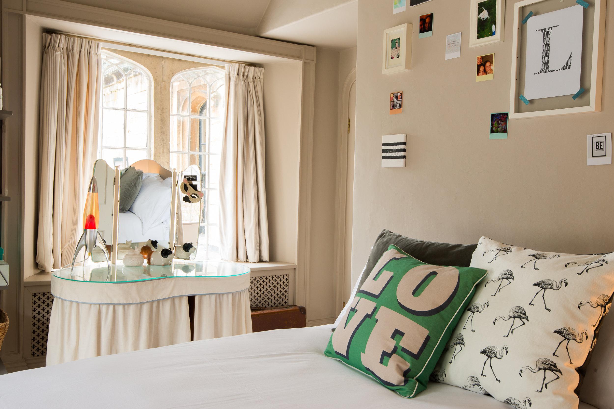 Bed 2 cushions.jpg