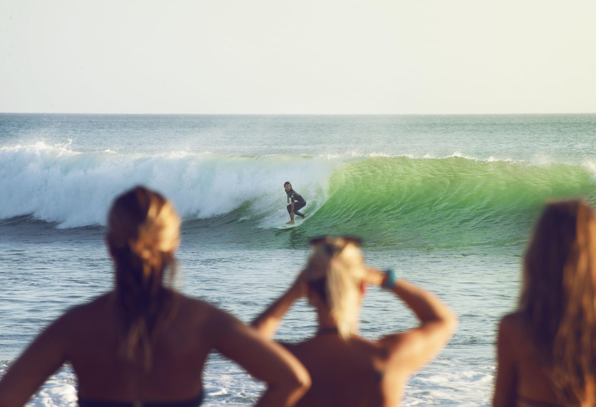 surf crowd popoyo salt water