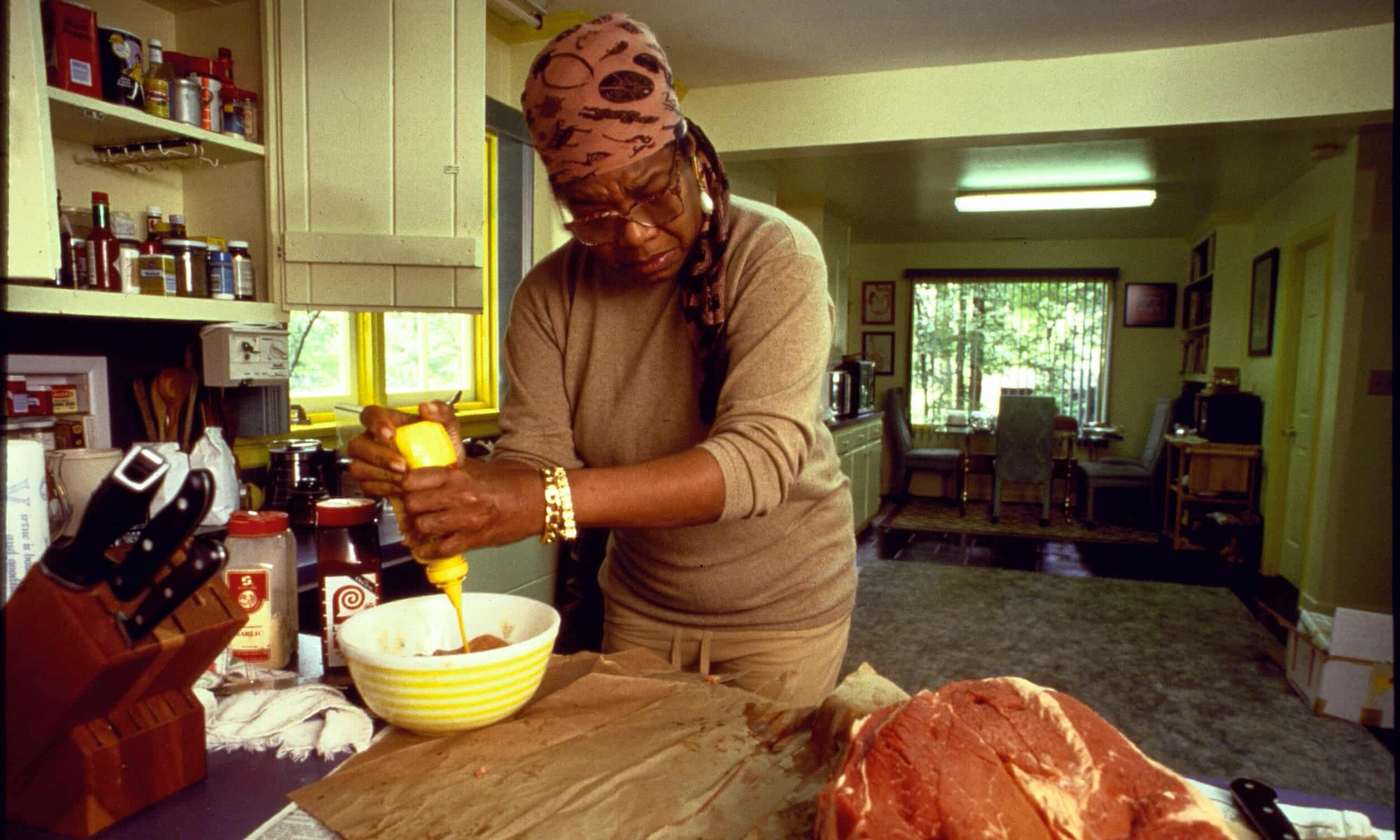 Maya Angelou cooks for Toni Morrison, September 1994.
