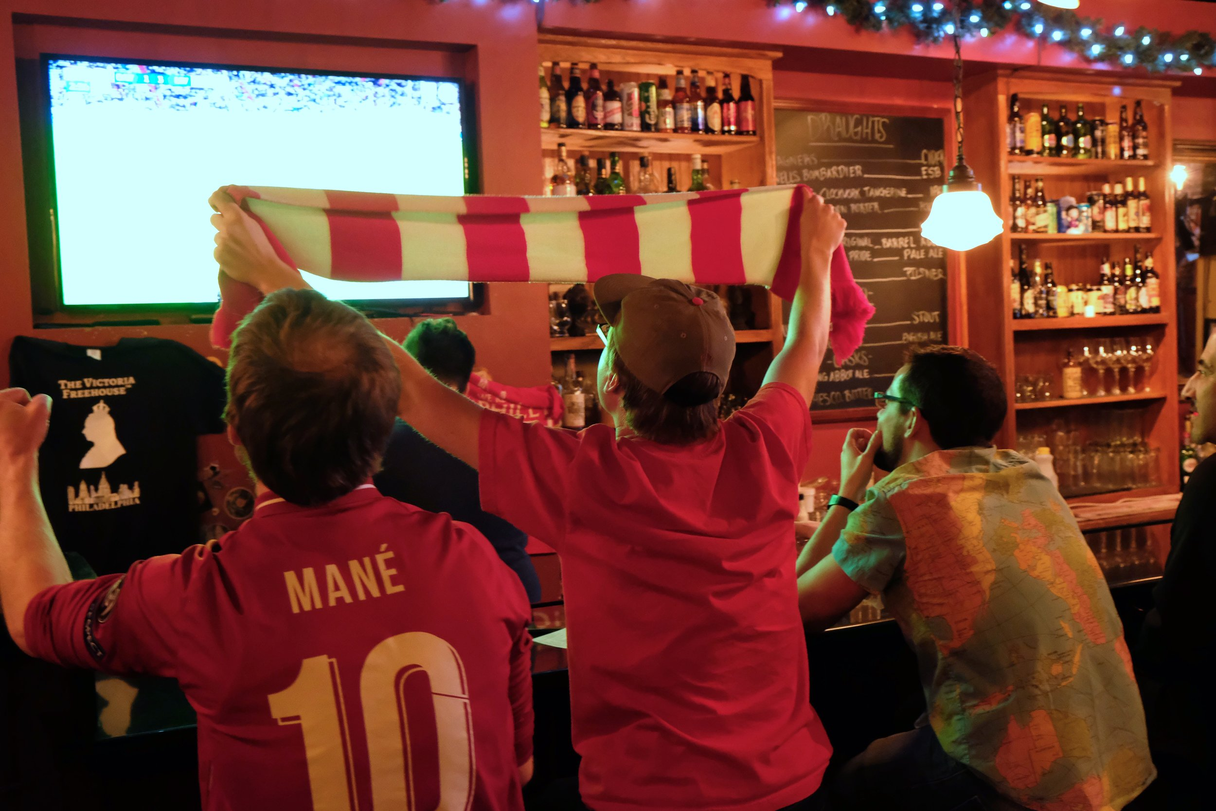 janette-beckman-lfc-liverpool-fans-philly-victorias-freehouse.jpg