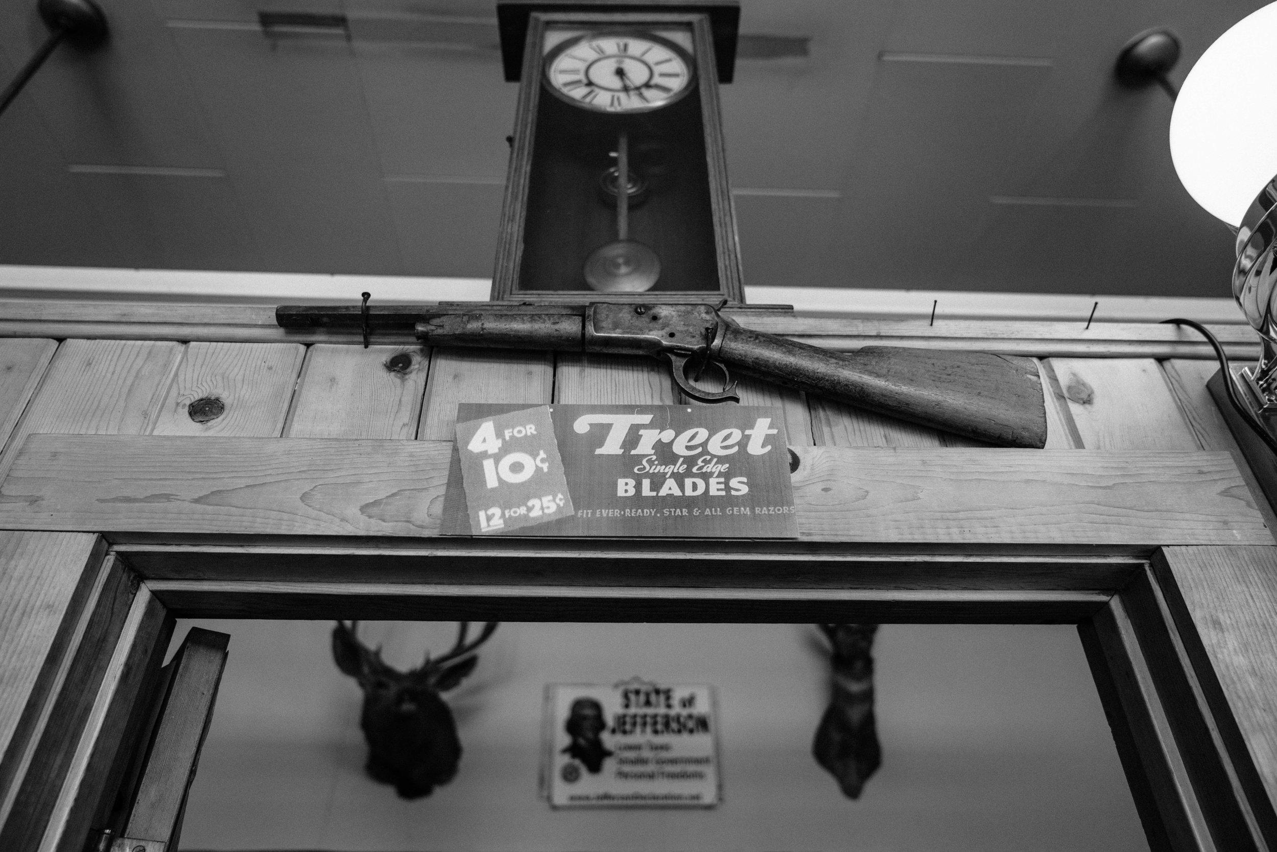 josue-rivas-state-of-jefferson-gun.jpg