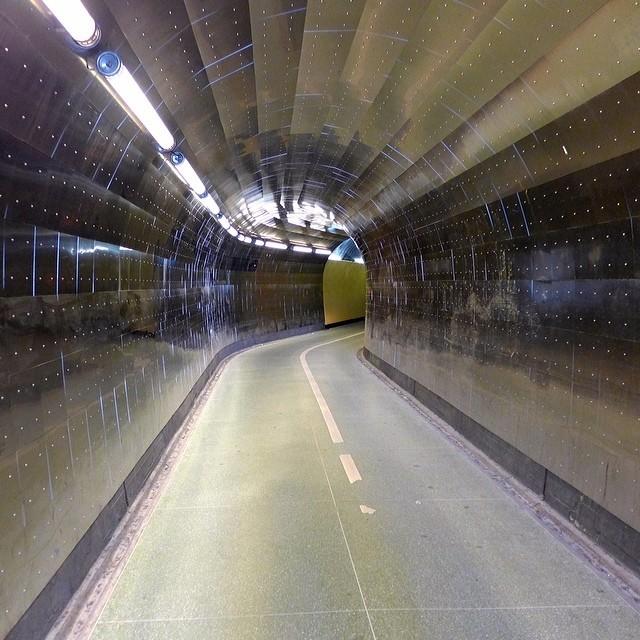 theimportanceofbeingmodernist :      Brunkeberg Tunnel, Stockholm.    © 2014 Alex James Bruce     The Importance of Being Modernist : Facebook | Twitter | Instagram