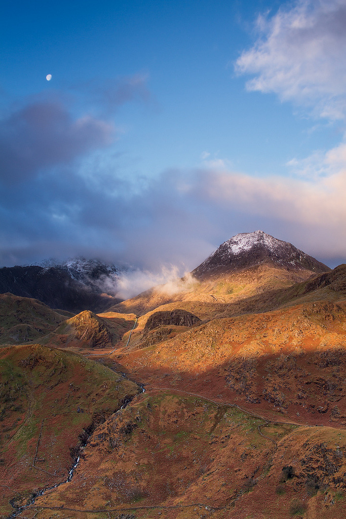 ata-raxie :     Touched by Light - Crib Goch, Snowdonia (by  Chris Miles )