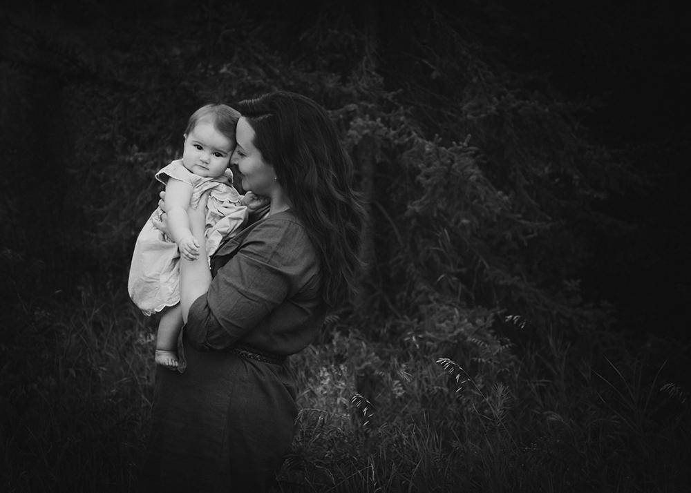 Greta and Mommy Sneak 2_Edmonton Family Photographer.jpg
